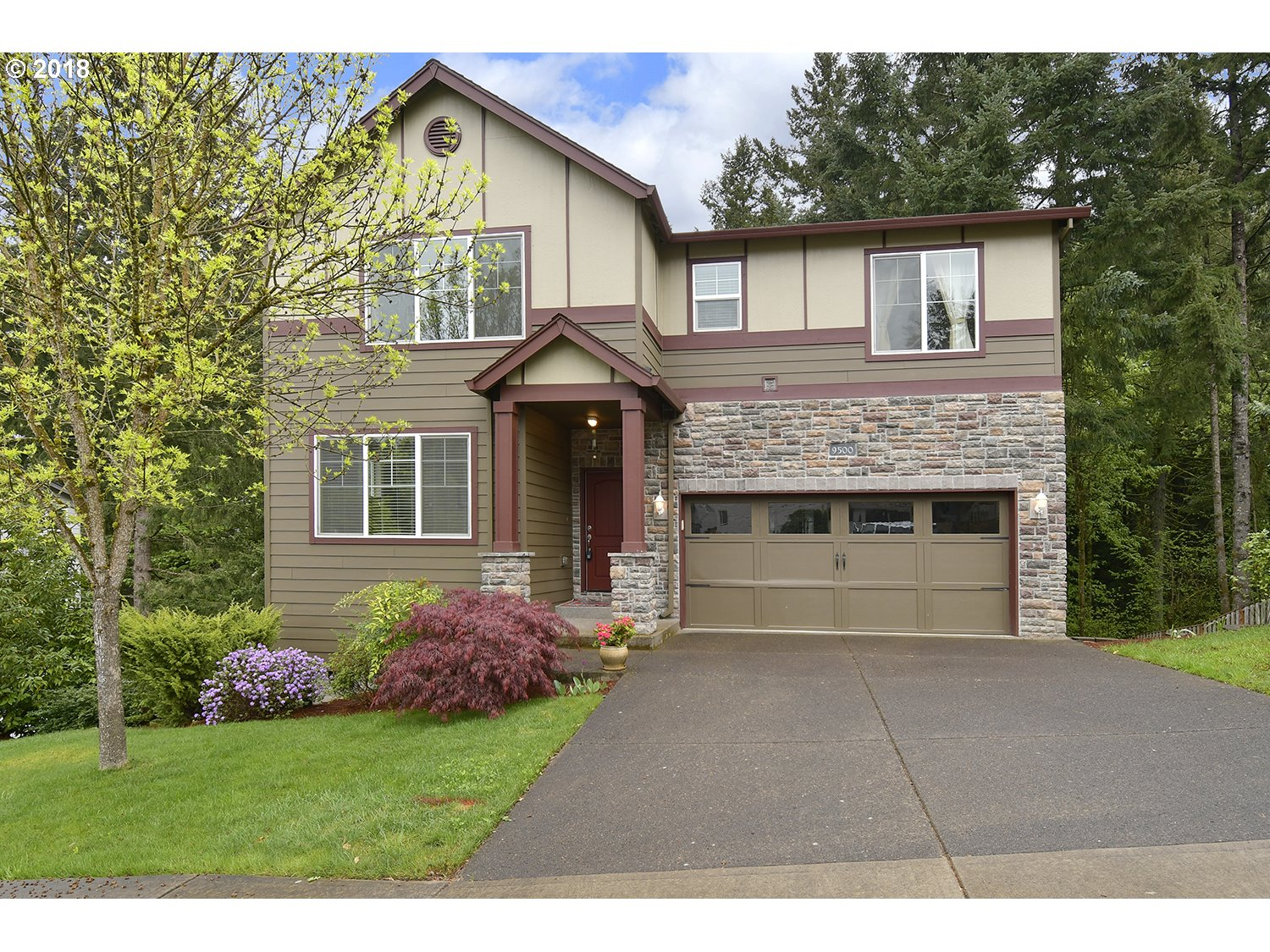 Beautiful well maintained Sexton Mtn. home backs to green space. Great rm style floor plan, gorgeous Brazilian cherry floors on main, kitchen with granite counters and gas appls, dining rm with slider to the deck, main level Den/Office. Vaulted master suite w/fireplace & seating area. Family rm/bonus rm w/fireplace/slider to the deck. Close to Nike, Columbia & Intel.
