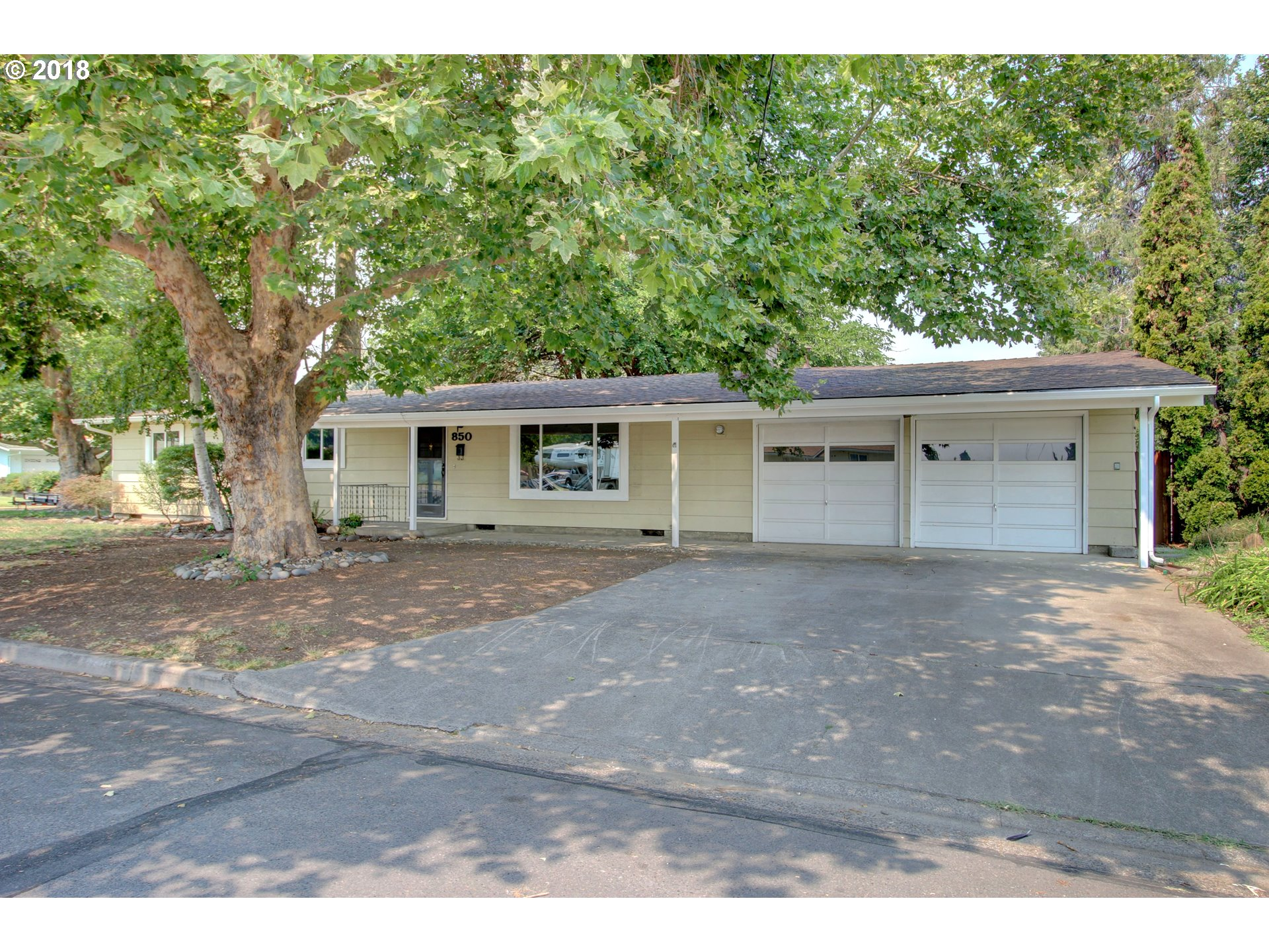 Central Point 4 Bedroom Home For Sale