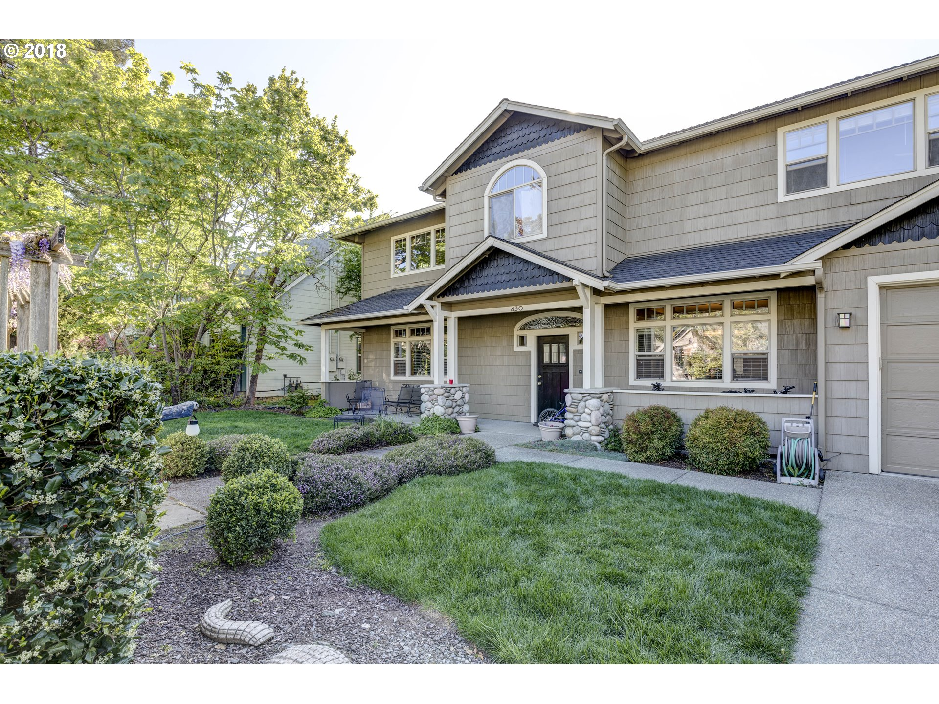 Medford, OR  Bedroom Home For Sale