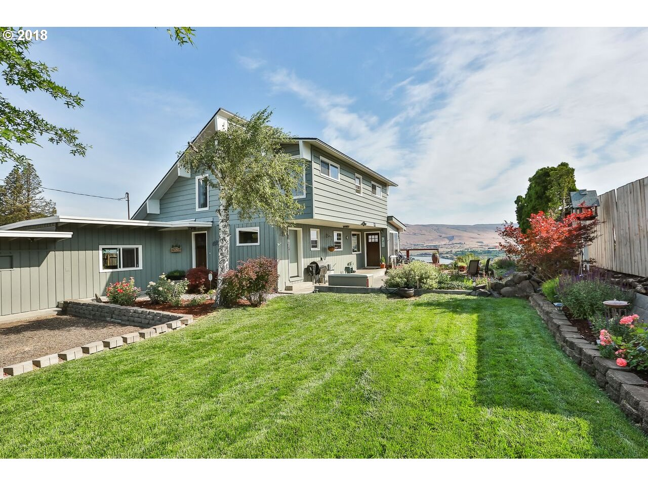 1325 HERMITS WAY, THE DALLES, OR 97058