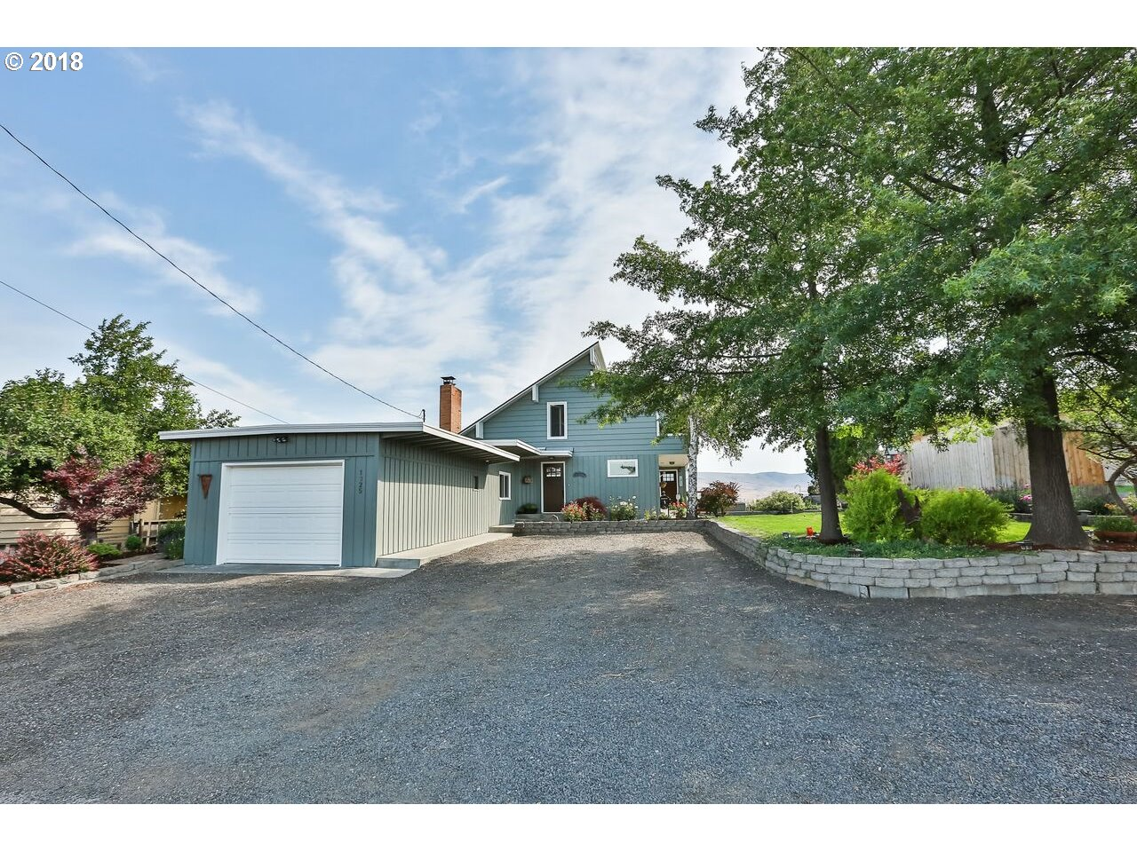 1325 HERMITS WAY, THE DALLES, OR 97058  Photo 2