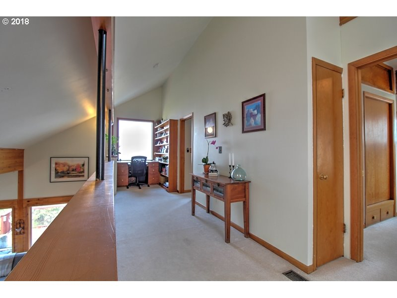 1325 HERMITS WAY, THE DALLES, OR 97058  Photo 9