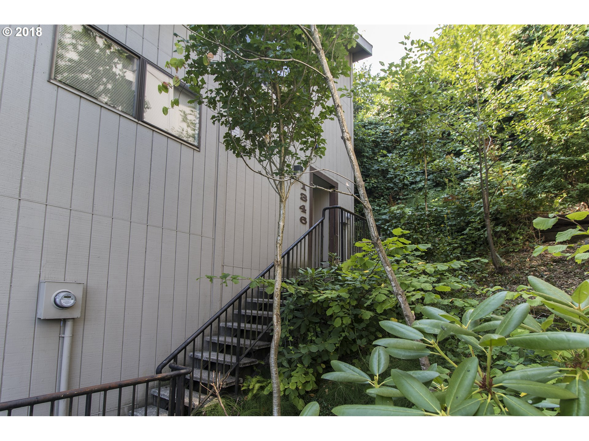 Gorgeous remodeled duplex style townhouse. Great location-Perfect commute to OHSU, PCC, & Lewis & Clark. $35K in upgrades! New Milgard windows, remodeled kitchen w/SS appliances, new hardware,light fixtures, Completely new bathrooms, new trim, paint & recess lighting. New laminate wood flooring on both levels+oak stairs. Energy eff mini split heat/AC in every room-Huge upgrade! No assessments, low HOA & no rental cap. Private decks.