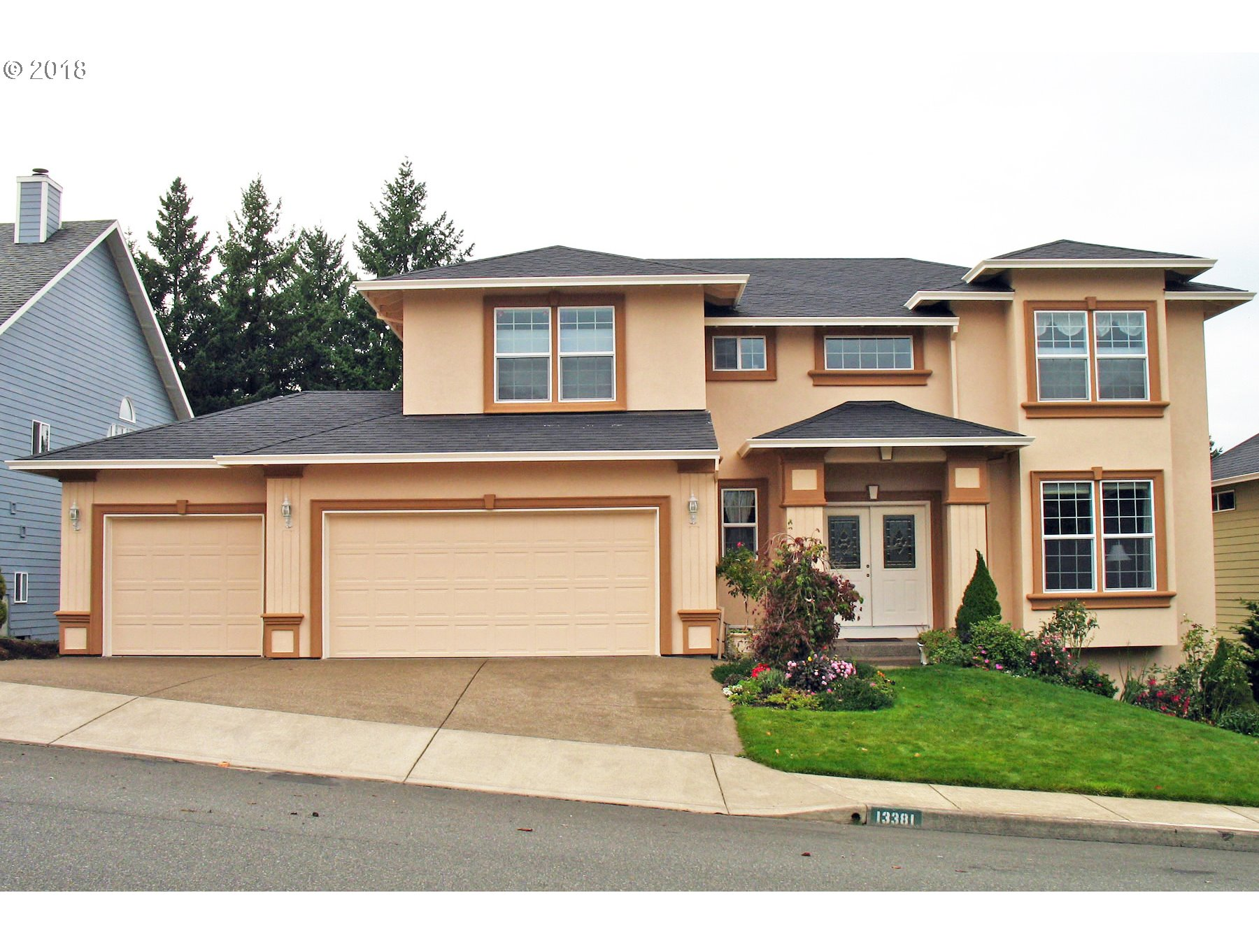 Quiet Bull Mountain neighborhood with sweeping vistas of 5 snow-capped mountains & protected urban forests.Easy access to Progress Ridge shopping & entertainment. 5 bedrooms+2 bonus rooms+Office/Den. Kitchen w/Maple Floors, Cook Island, Granite & eat area. Great room concept w/fireplace & views of the green space. Great natural light w/lots of windows. King-size master suite w/5 piece bath & mountain views. Lots of storage.
