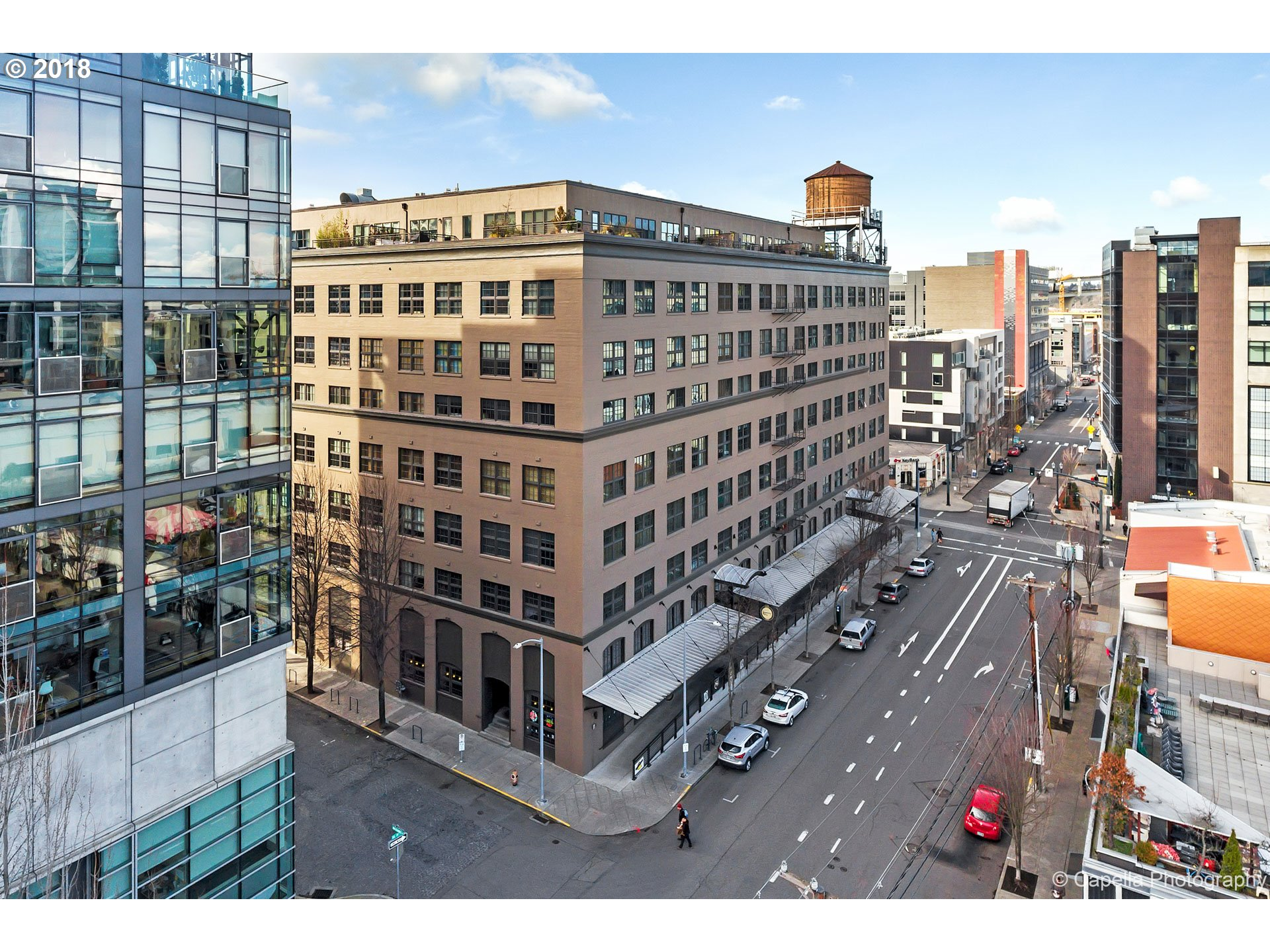 Location and urban lifestyle in the Marshall Wells in the Pearl on Streetcar Line.Enjoy the loft style yet definition of space created by this floor plan with access on 2 levels.CREATE SECOND BEDROOM WITH AMPLE FLEX SPACE.TWO PARKING.Open floor plan with large windows,old growth timber,sweeping staircase,exposed beams and view of Fremont Bridge.Great value and flexibility in square footage.