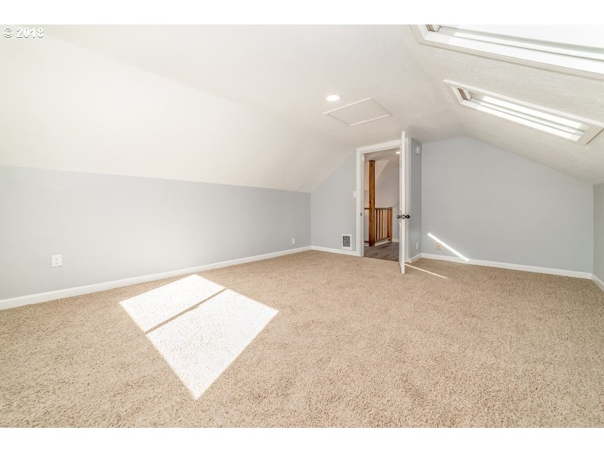 2040 W 18TH AVE Eugene, OR 97402 - MLS #: 18482482