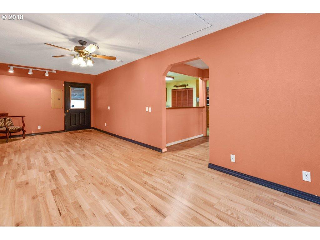 537 26TH AVE Longview, WA 98632 - MLS #: 18563928