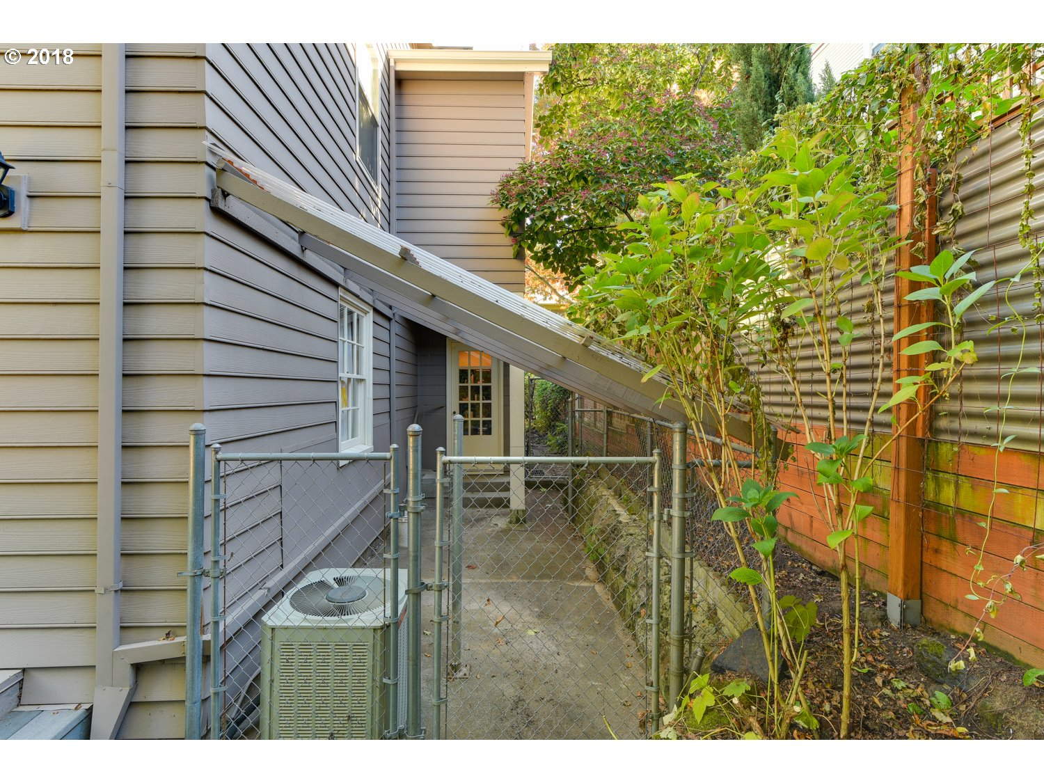 2323 SW 19TH AVE Portland, OR 97201 - MLS #: 18613082