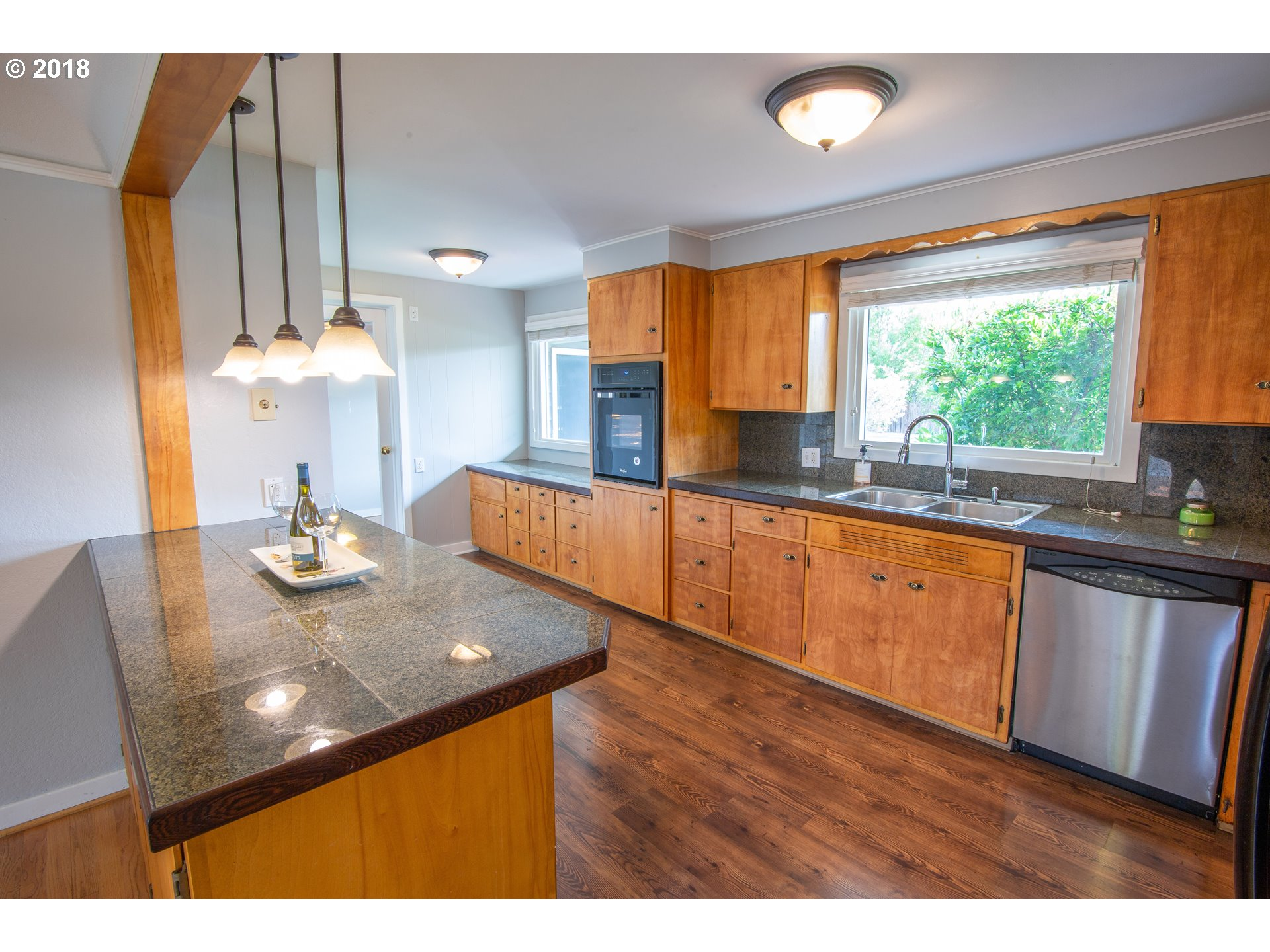 985 W 18TH AVE Eugene, OR 97402 - MLS #: 18613280