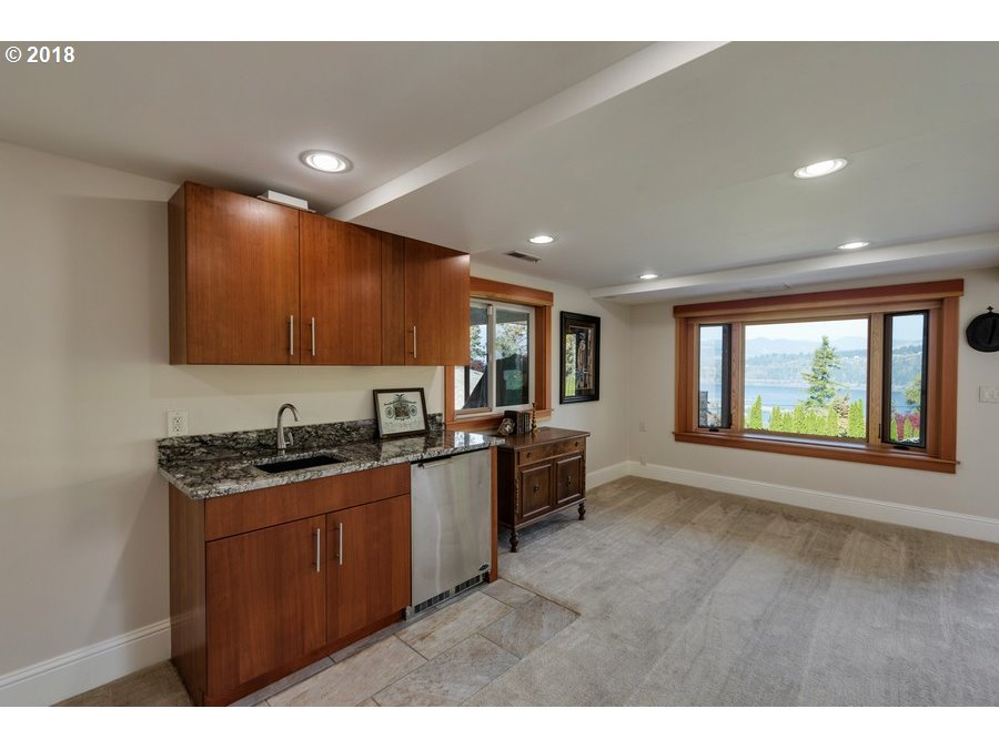 2585 RIVERVIEW Hood River, OR 97031 - MLS #: 18626679