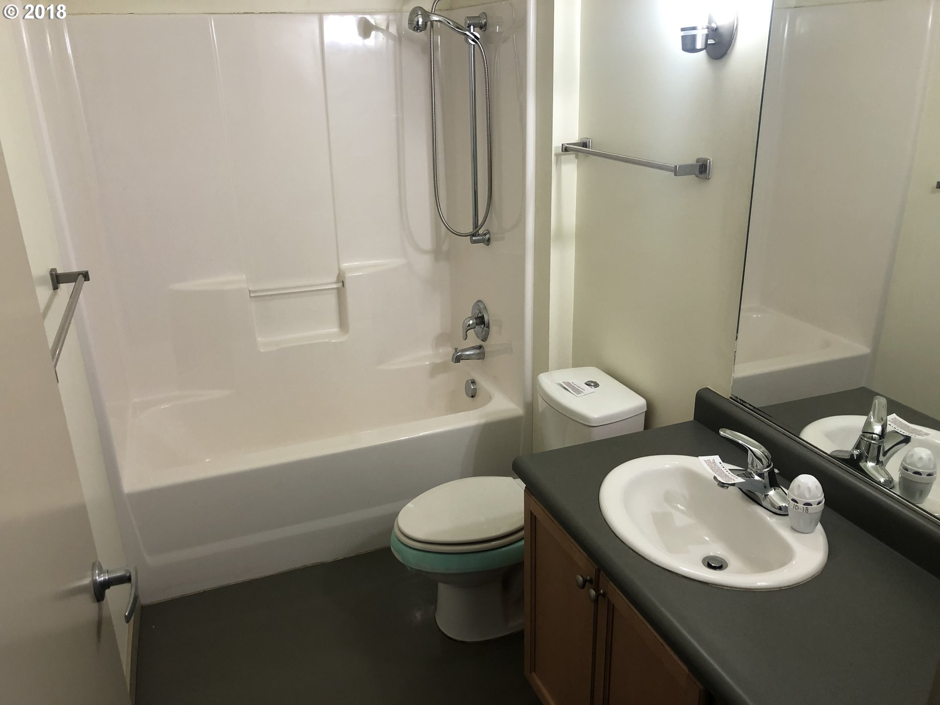 866 square feet covered area  bathrooms  built in 2009,Portland, OR
