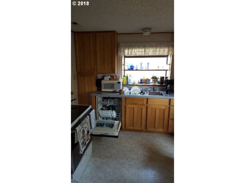 538 11TH AVE Coos Bay, OR 97420 - MLS #: 18647476