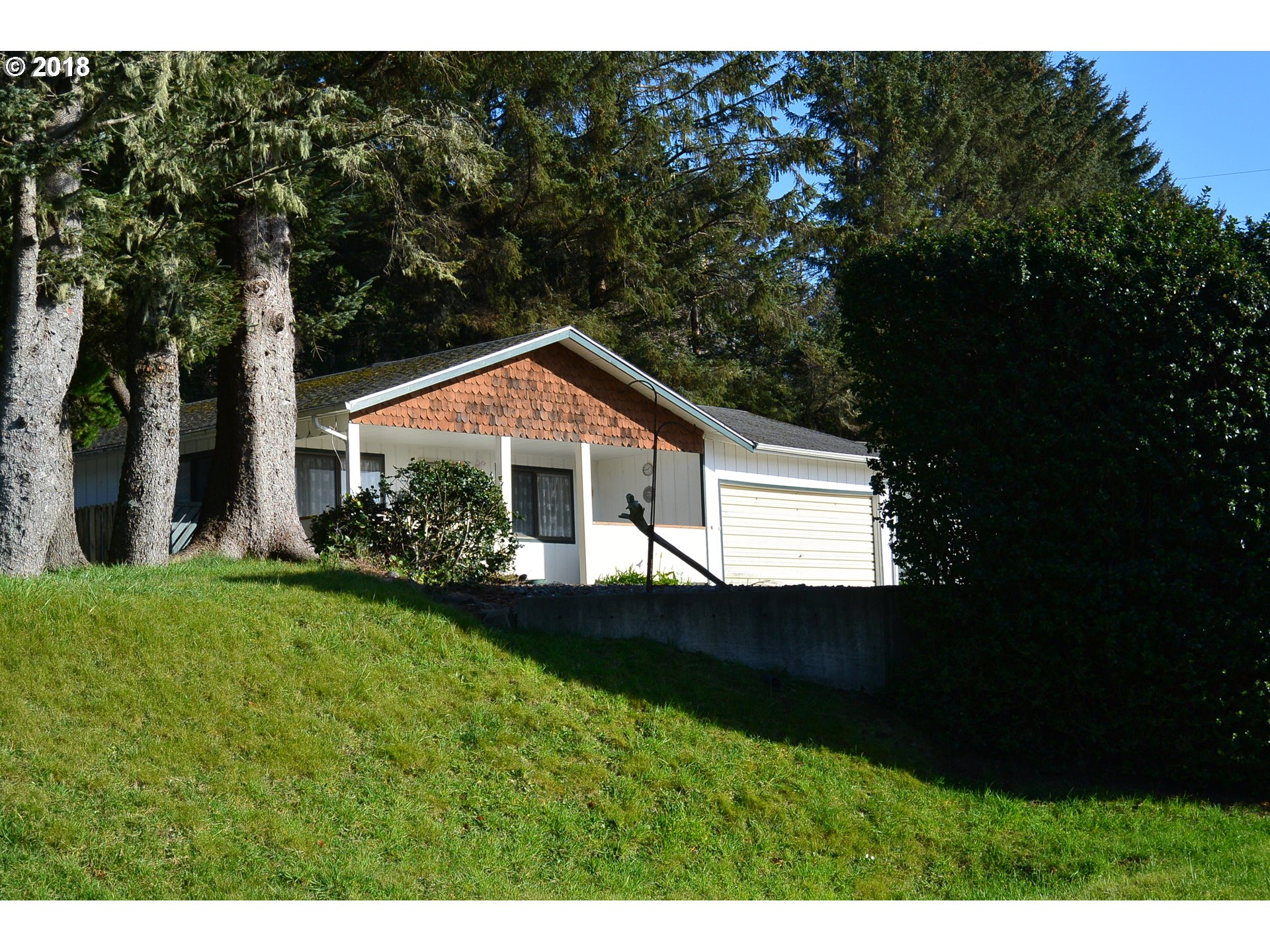 30411 HILLSIDE TR, GOLD BEACH, OR 97444  Photo 2