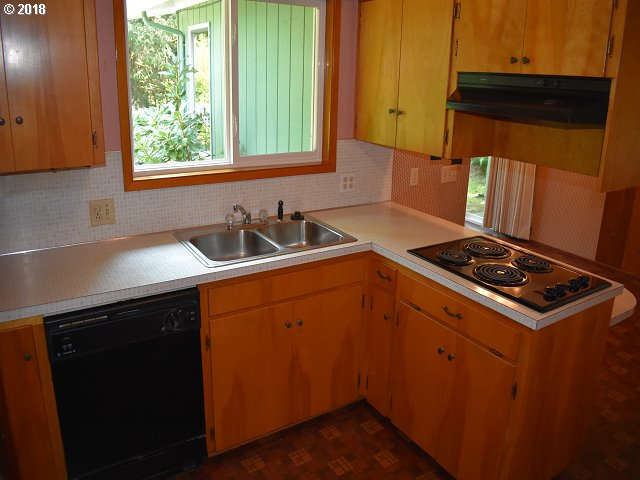 950 VIEW AVE Reedsport, OR 97467 - MLS #: 18697854