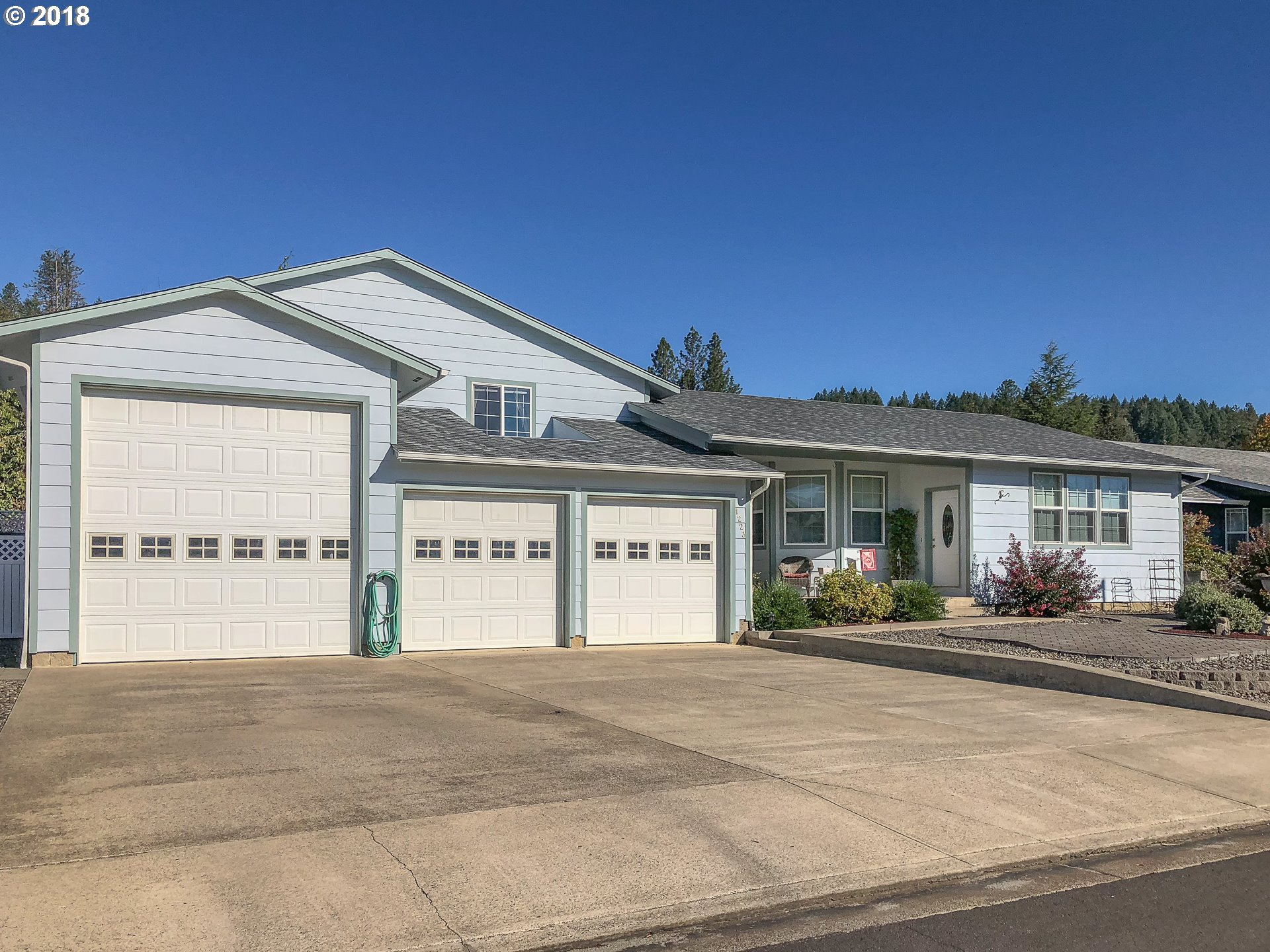3049 sq. ft 4 bedrooms 4 bathrooms  House For Sale,Sutherlin, OR
