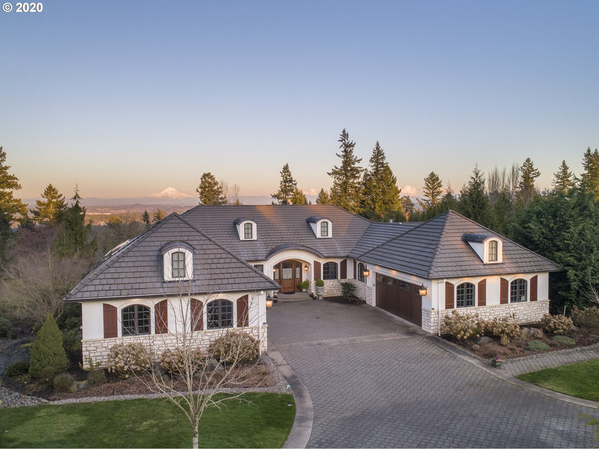 Photo of 1101 CRESTLINE CT, Lake Oswego, OR 97034