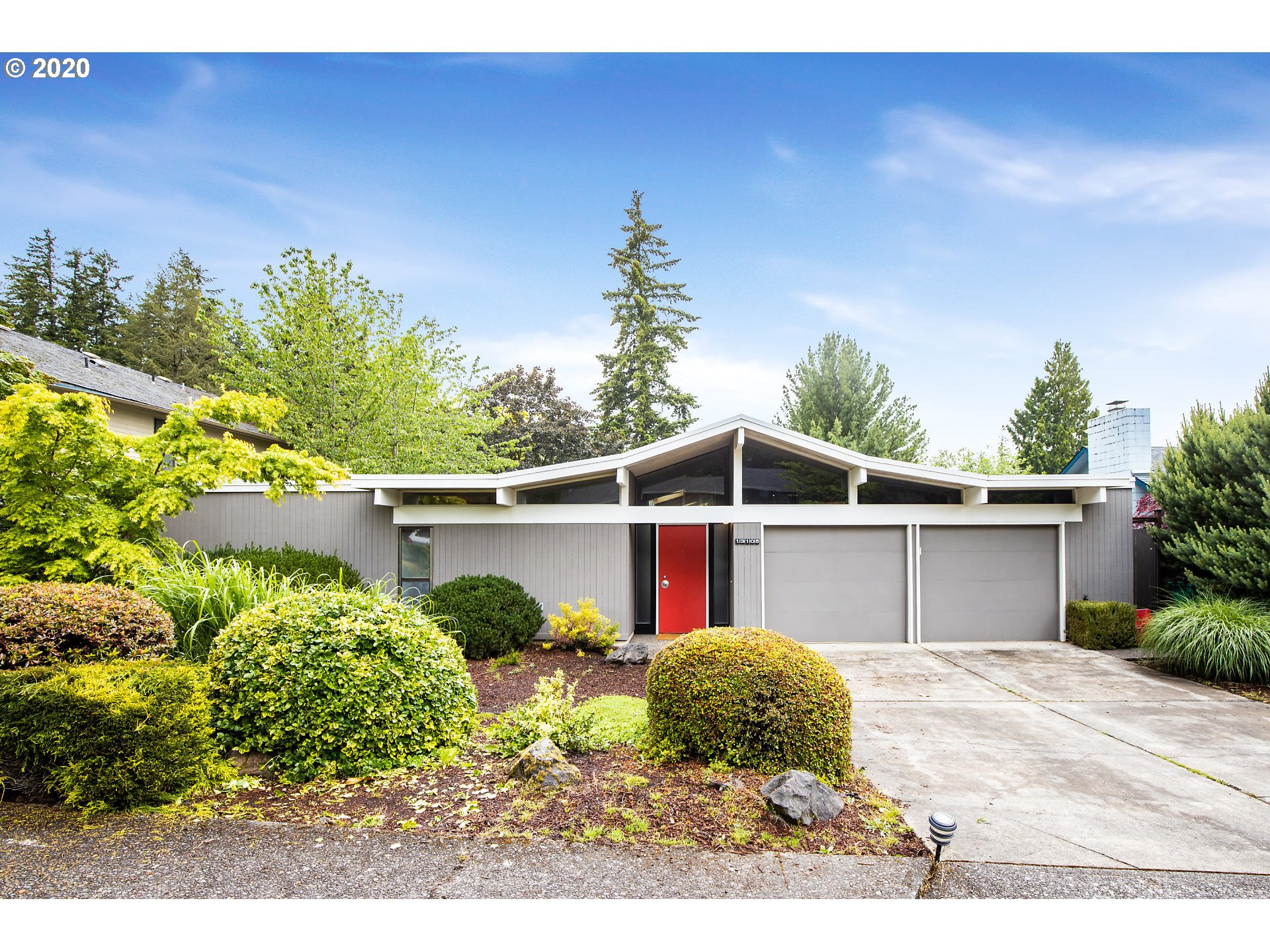 Photo of 13105 SW HEATHER CT, Beaverton, OR 97008