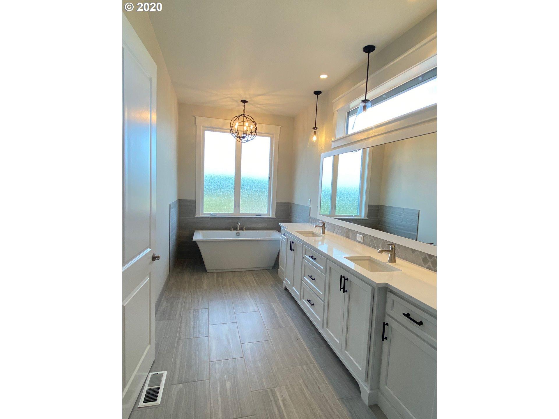 17025 NE 221st Ct, Brush Prairie, WA 98606