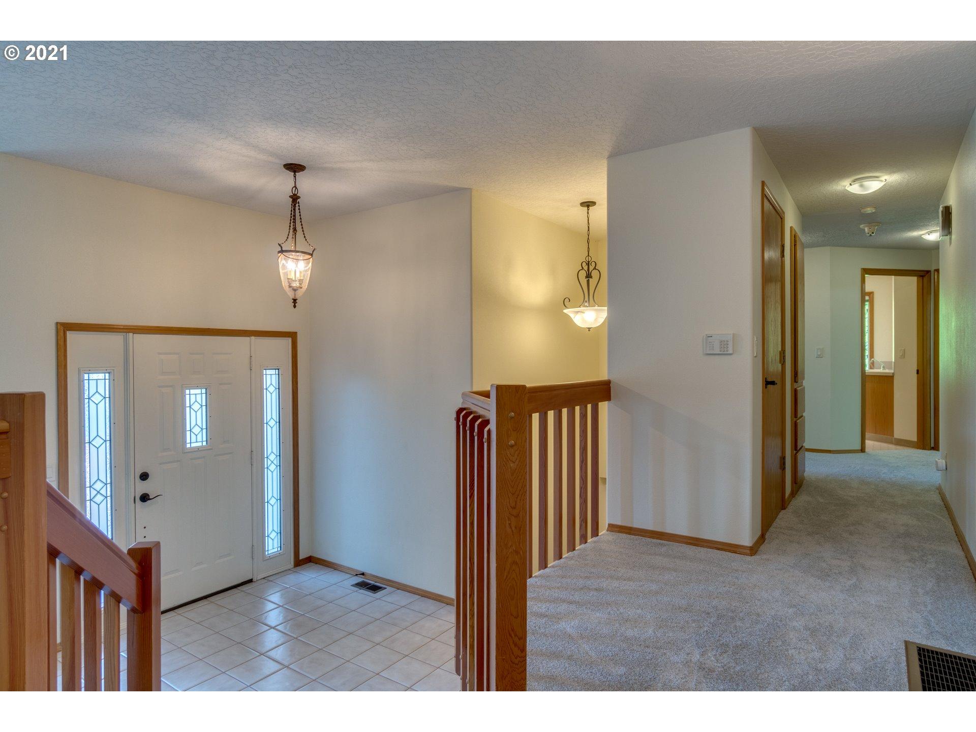 4013  R St, Washougal, WA 98671