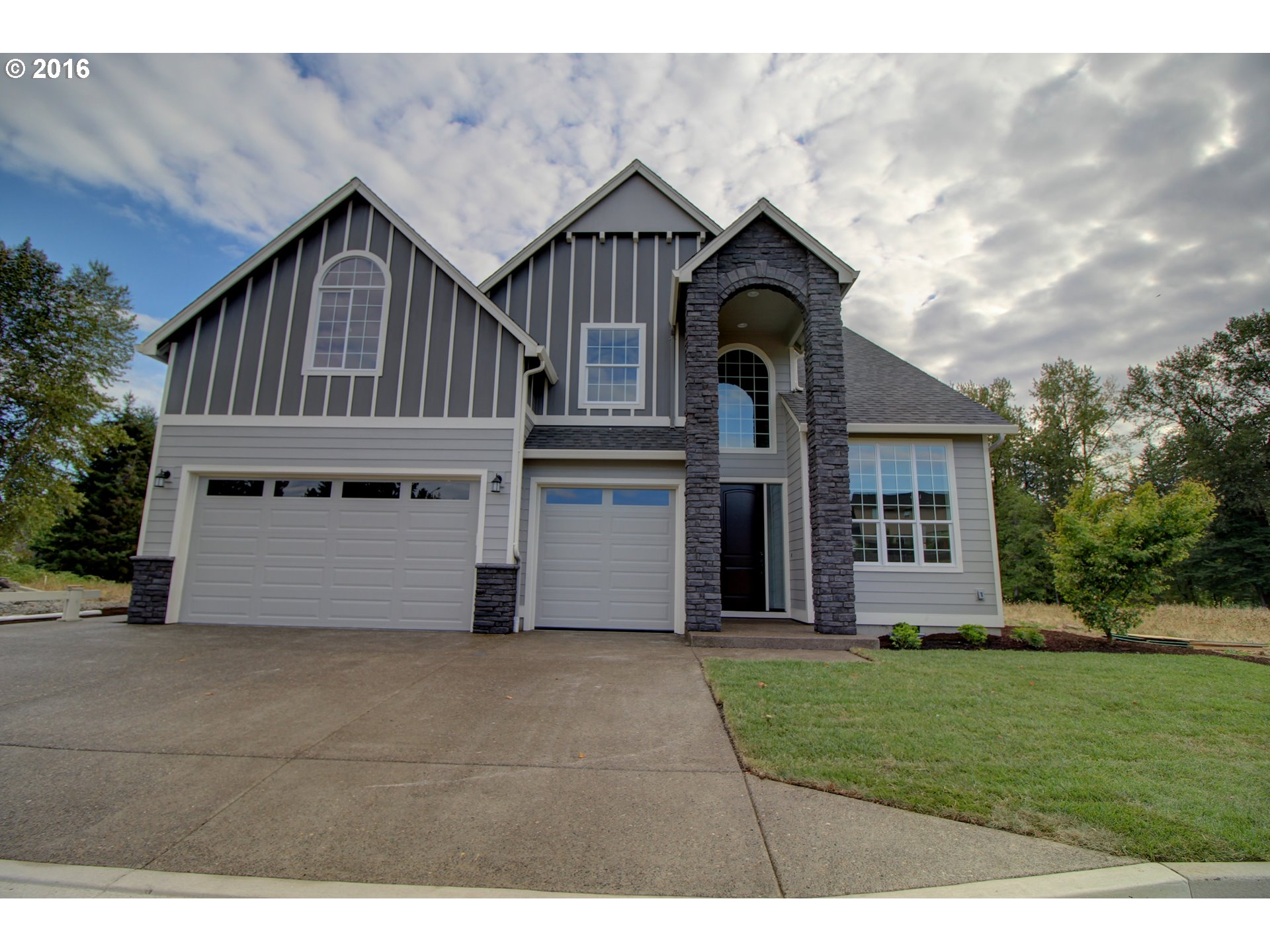 Washougal Riverfront living! This beautiful home sits on over an acre lot on the river. Enjoy over 2800 square feet with 4 bedrooms, an office on the main floor plus a bonus room up. Inside features granite, 95% efficiency furnace, hardwood floors, tile, ceiling fans, tons of storage. Fully landscaped with sprinkler system and a 3 car garage. Head down to your own personal slice of the Washougal River and relax.