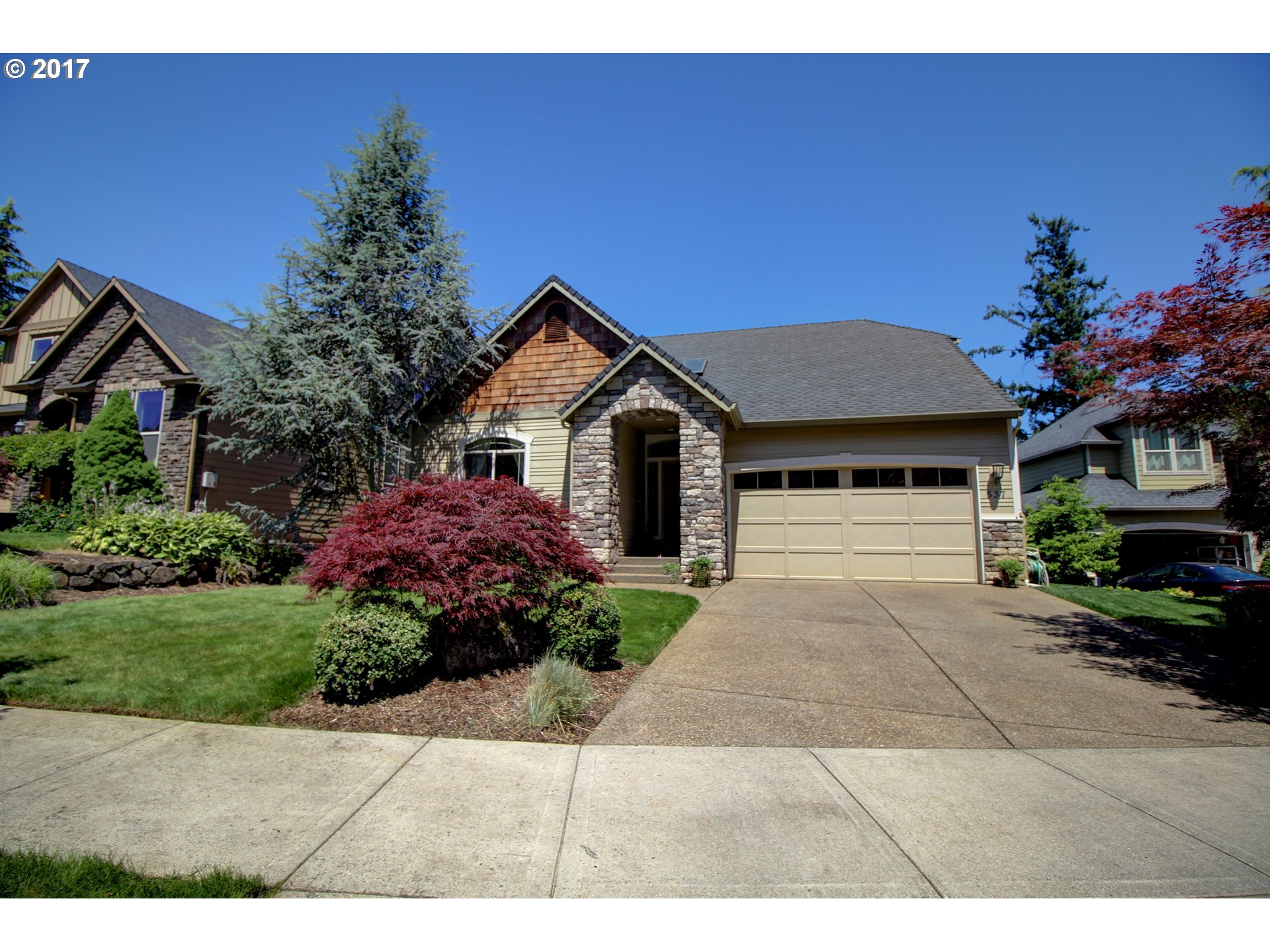 Immaculate dayranch in perfect cul-de-sac location. You'll love the great room style with high and vaulted ceilings and soaring windows looking at territorial views. Beautiful kitchen with hardwood, granite, large island, pantry and gas cooking. Main floor spacious master suite with walk-in closet, double sinks and jetted tub. There are two gas fireplaces, bonus room, skylight, sprinkler system and more plus great Camas schools.