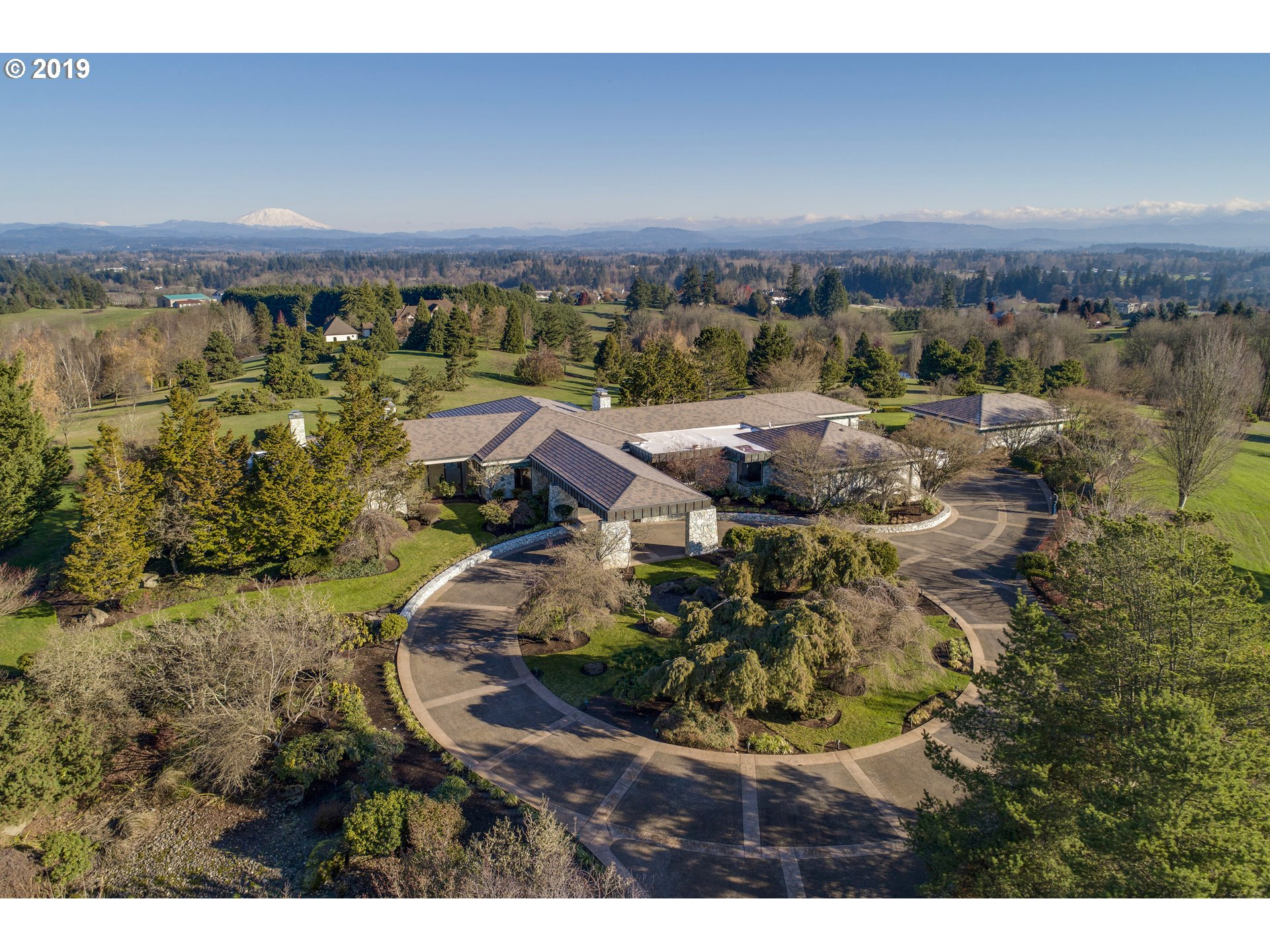 Contemporary 7,553sf Estate on 20 gated acres in Ridgefield w/3 mountain views. Single level, 3bed/4.5 bath, open plan w/floor-to-ceiling windows thru-out. Marble floors, light wood, copper & stone accents. Designed by award winning Steven Chase. Entertainers kitchen w/Butlers pantry connects to casual/formal dining rooms. Detached studio w/bath. Beautiful grounds with mature trees. Within 20/30 mins to PDX airport, Vancouver/Portland.