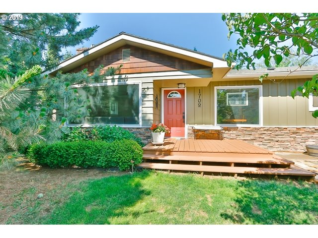 Photo of 1702 AVALON DR Hood River OR 97031