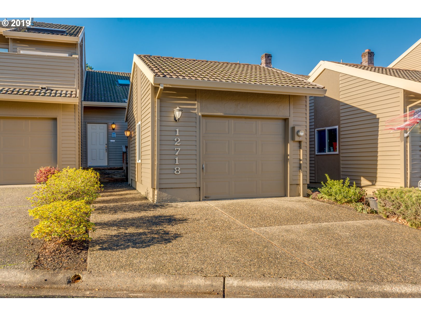 Great 1 bedroom attached home with vaulted ceilings and loft area perfect for guest bed or home office. Master has walk-in closet and bathroom with tub and shower. Newer appliances and exterior paint. Great park-like setting makes this home a great choice for the first time home buyer or someone looking to downsize. Call for details.