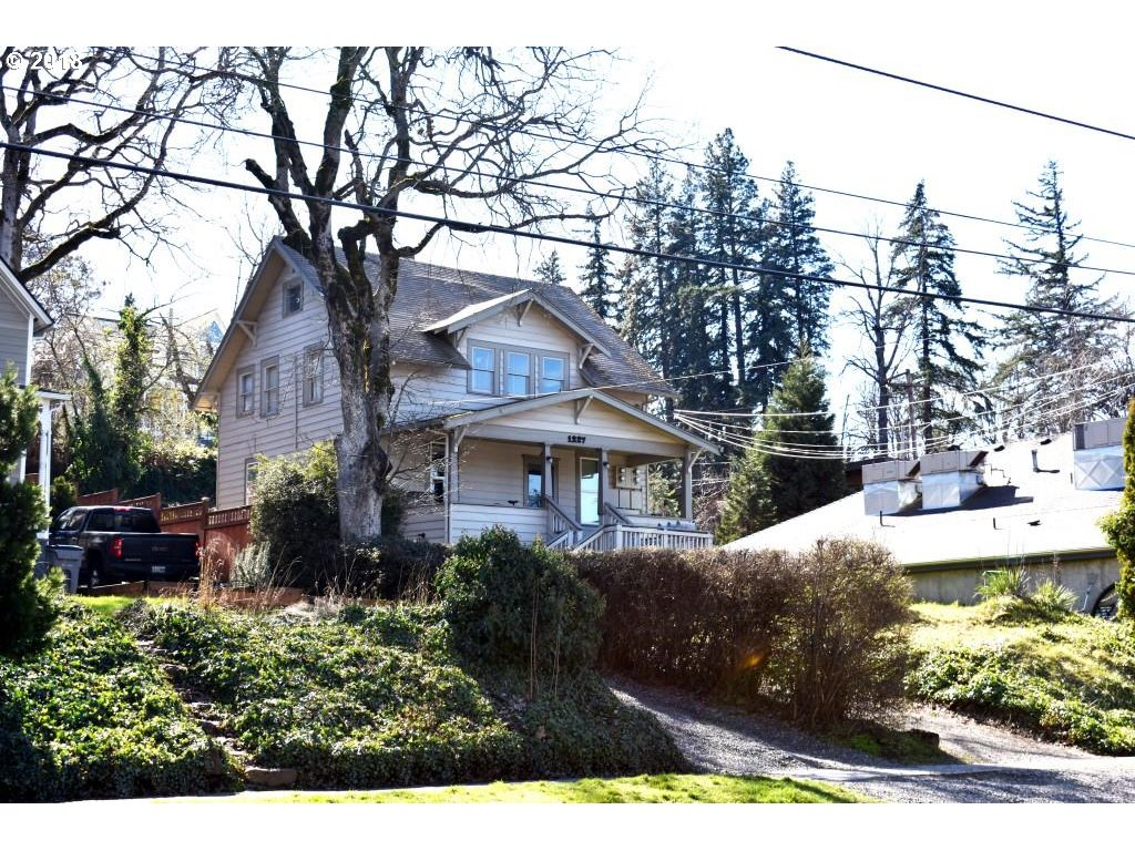 Photo of 1227 STATE ST Hood River OR 97031