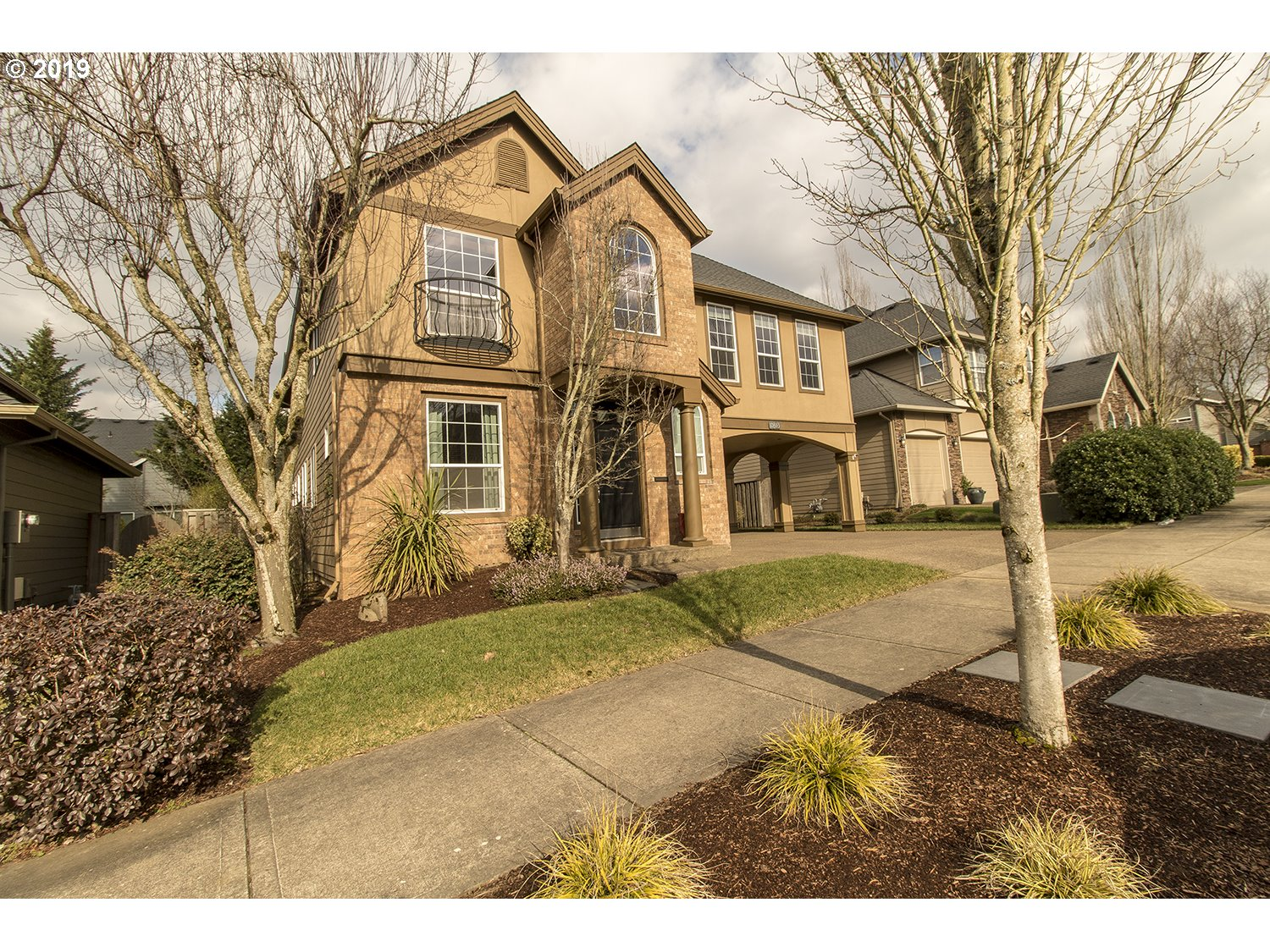 Gorgeous custom home-Very unique-Sunny & bright w/Beautiful real hardwood floors-Open floor plan & high ceilings. Large Kitchen Great Room  has granite cook island-Eat bar/gas range/eating area & cool office desk area. Kitchen opens to living room w/gas fireplace & slider to back yard. Huge Family room is steps down from bedrooms. Master has soaktub & glass shower. Den/4th bedroom has french doors. Yard is beautifully landscaped w/shed