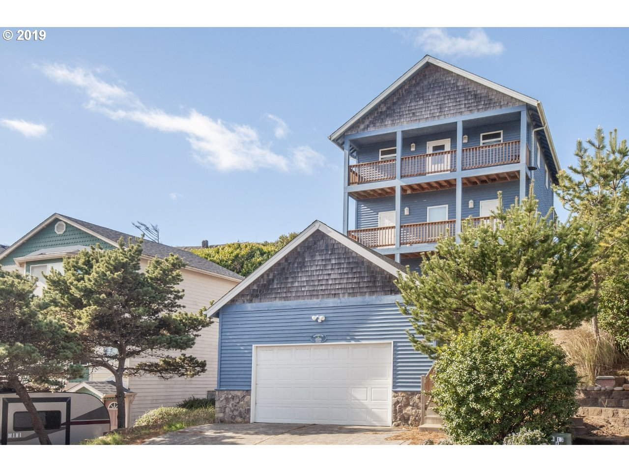 Photo of 957 NW INLET AVE Lincoln City OR 97367