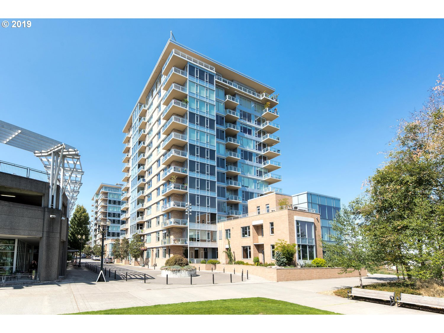 The views from this beautiful 9th floor unit are stunning...must see! Penthouse views without penthouse pricing. Views of Willamette River, marina and bridge. Incredible open floor plan allows you to take in those views. Hands down...best views of any available unit at The Strand!
