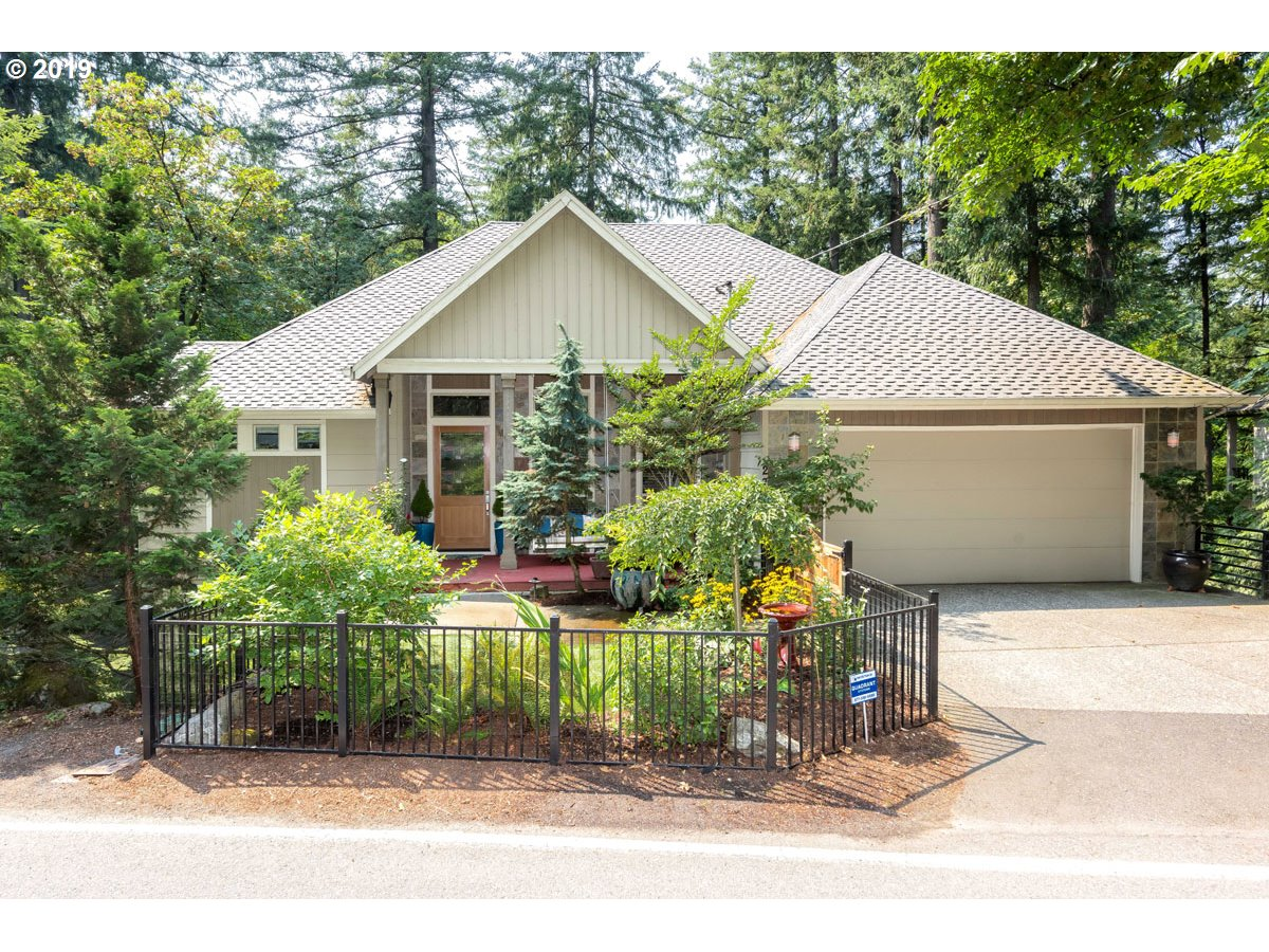 Talk about location! Minutes to downtown, minutes to OHSU and easy commute to NIKE & Intel. This home features a master on main and a wonderful open living area that takes advantage of the beautiful forested views to the back of the home. Large bonus with wet bar below and additional bonus room could be 4th Bedroom. This one is a must see!