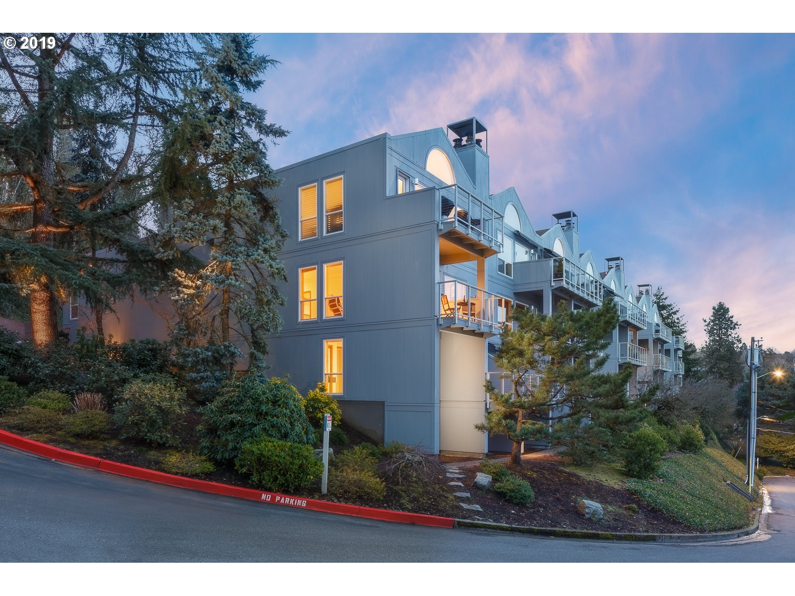 Photo of 5441 SW VIEW POINT TER Portland OR 97239
