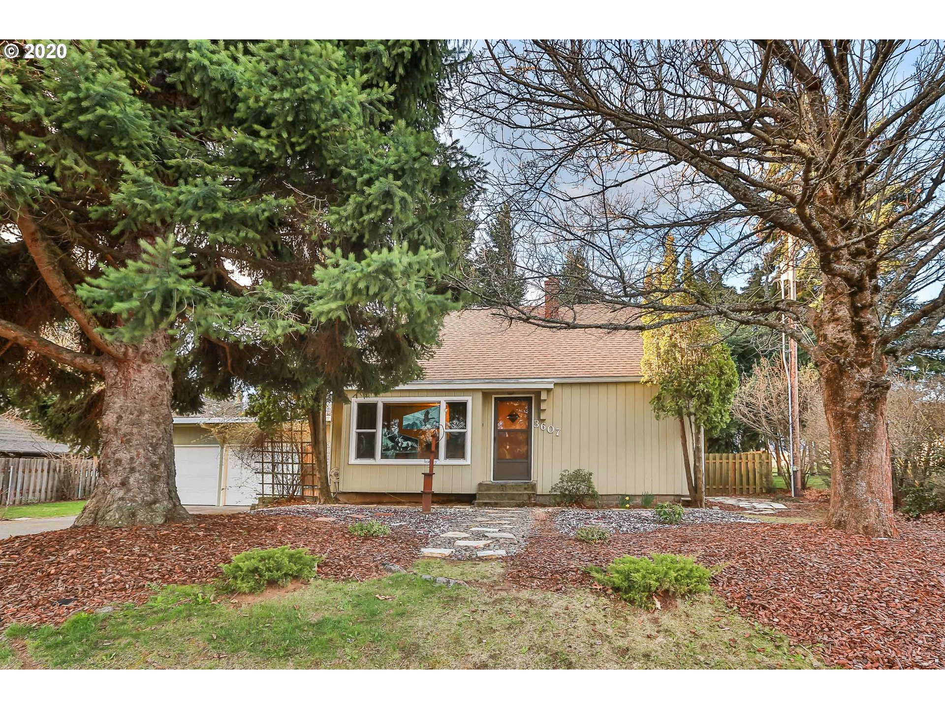 Photo of 3607 BELMONT DR Hood River OR 97031