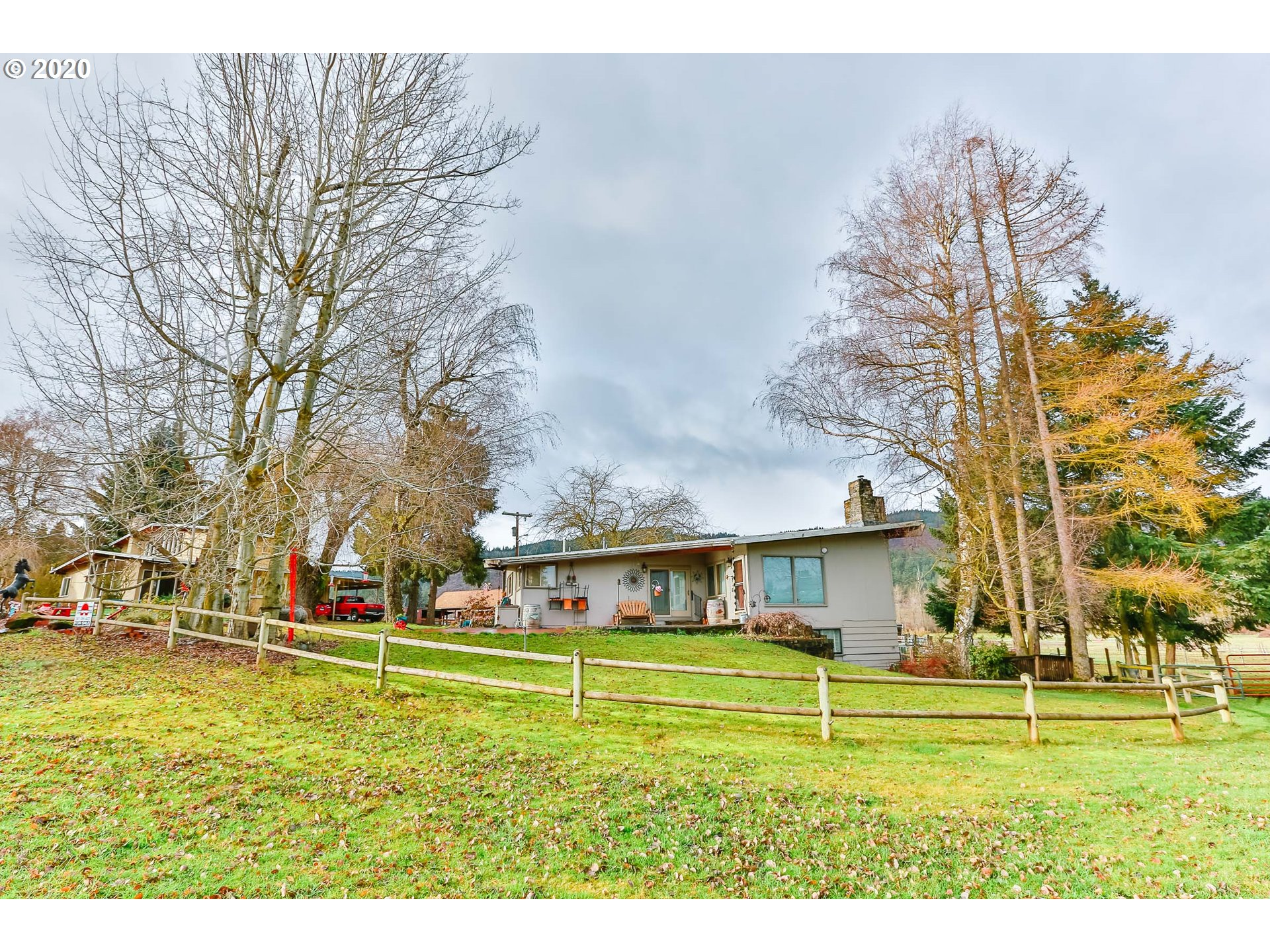 Photo of 3926 WY EAST RD Hood River OR 97031
