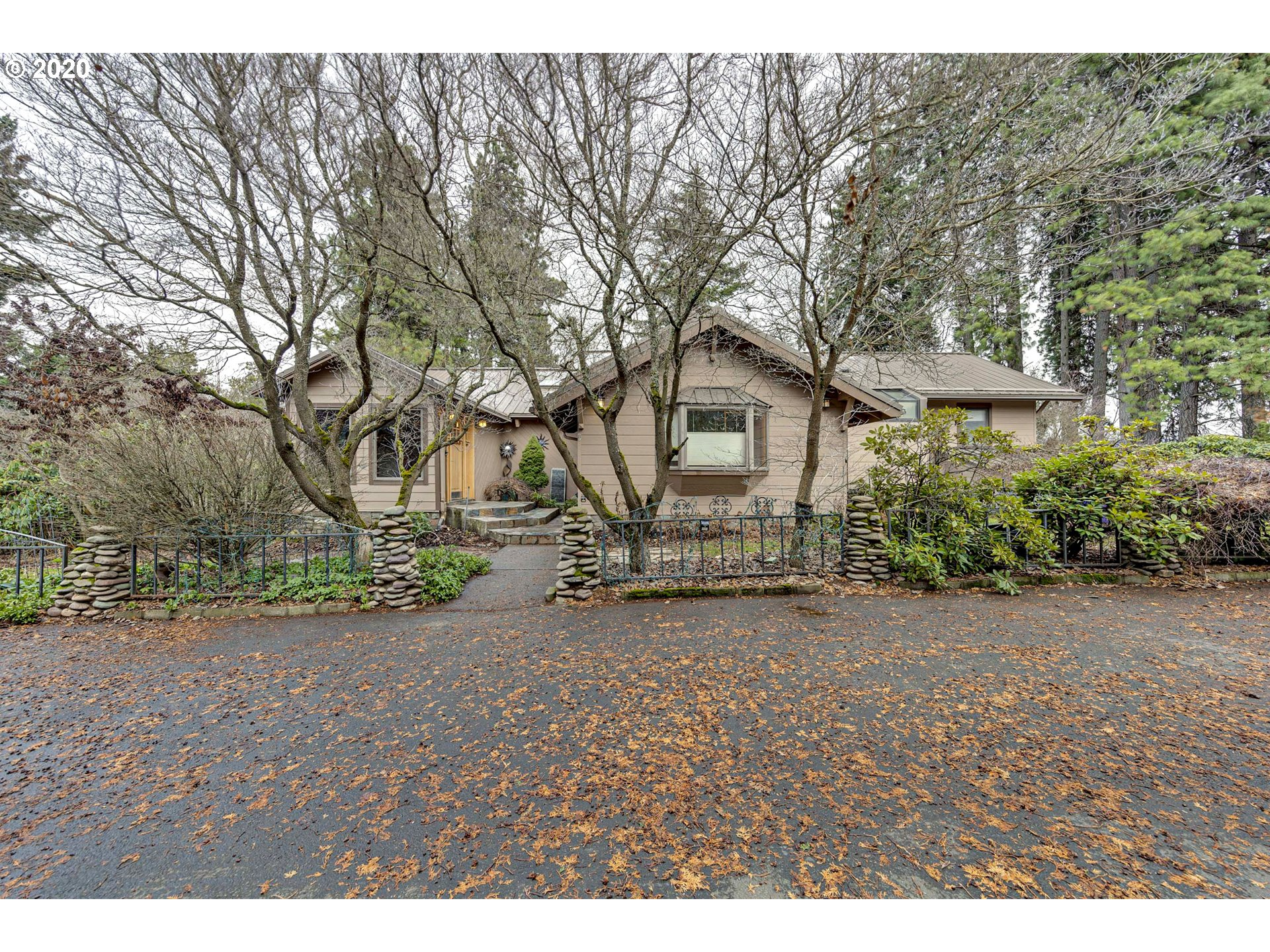 Photo of 1300 INDIAN CREEK RD Hood River OR 97031