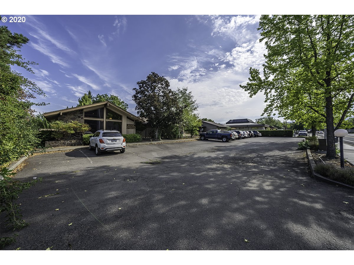 Photo of 2655 SISKIYOU BLVD