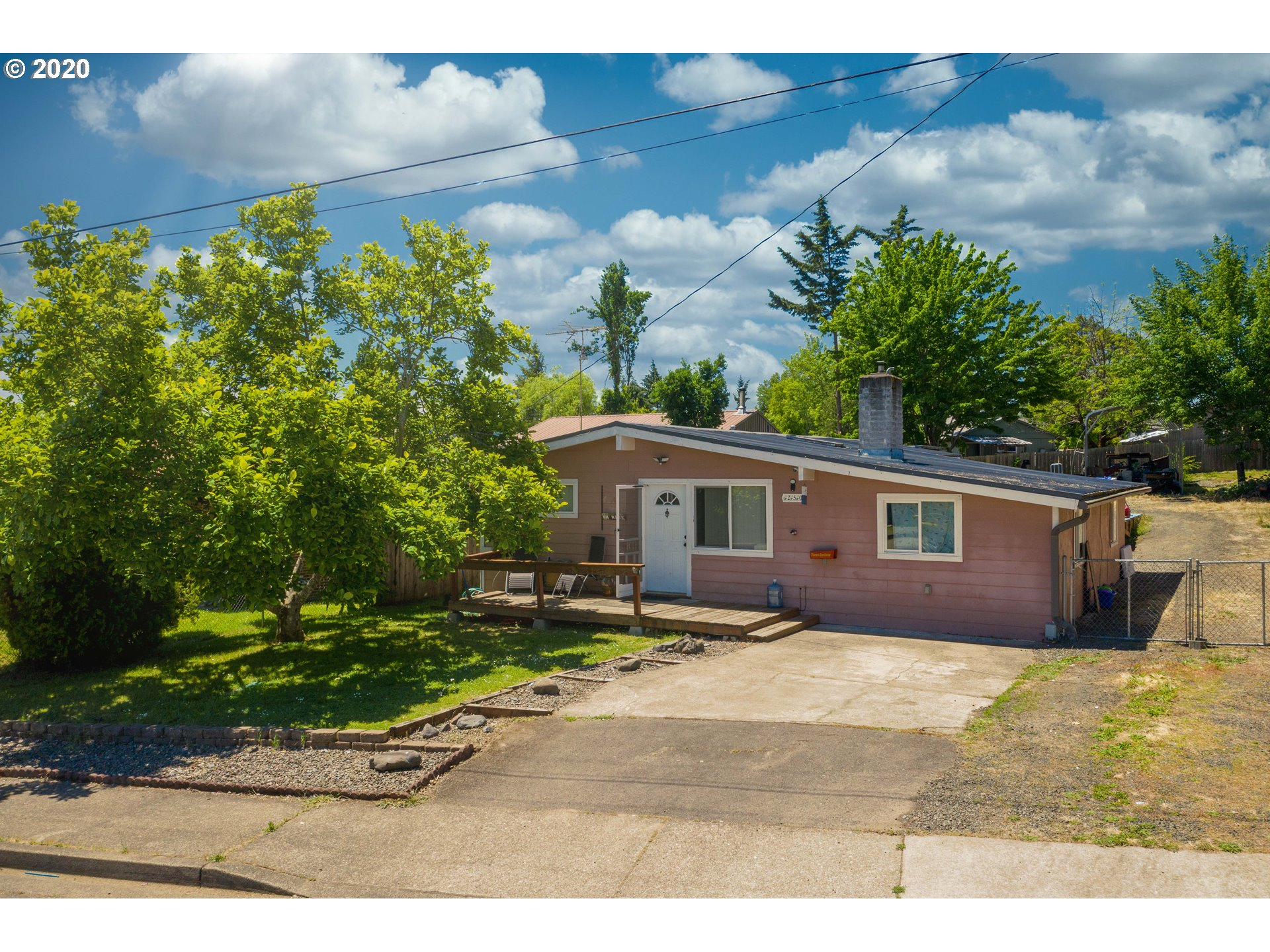 250 NW PLUM AVE  (1 of 25)