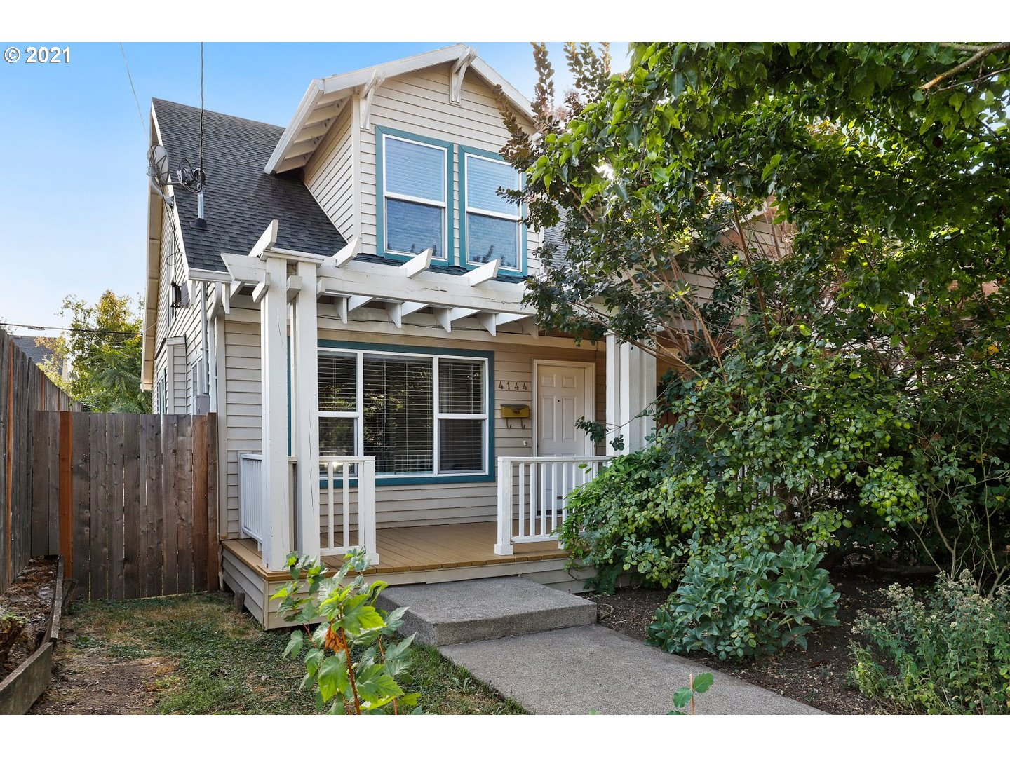 4144 N COMMERCIAL AVE  (1 of 27)