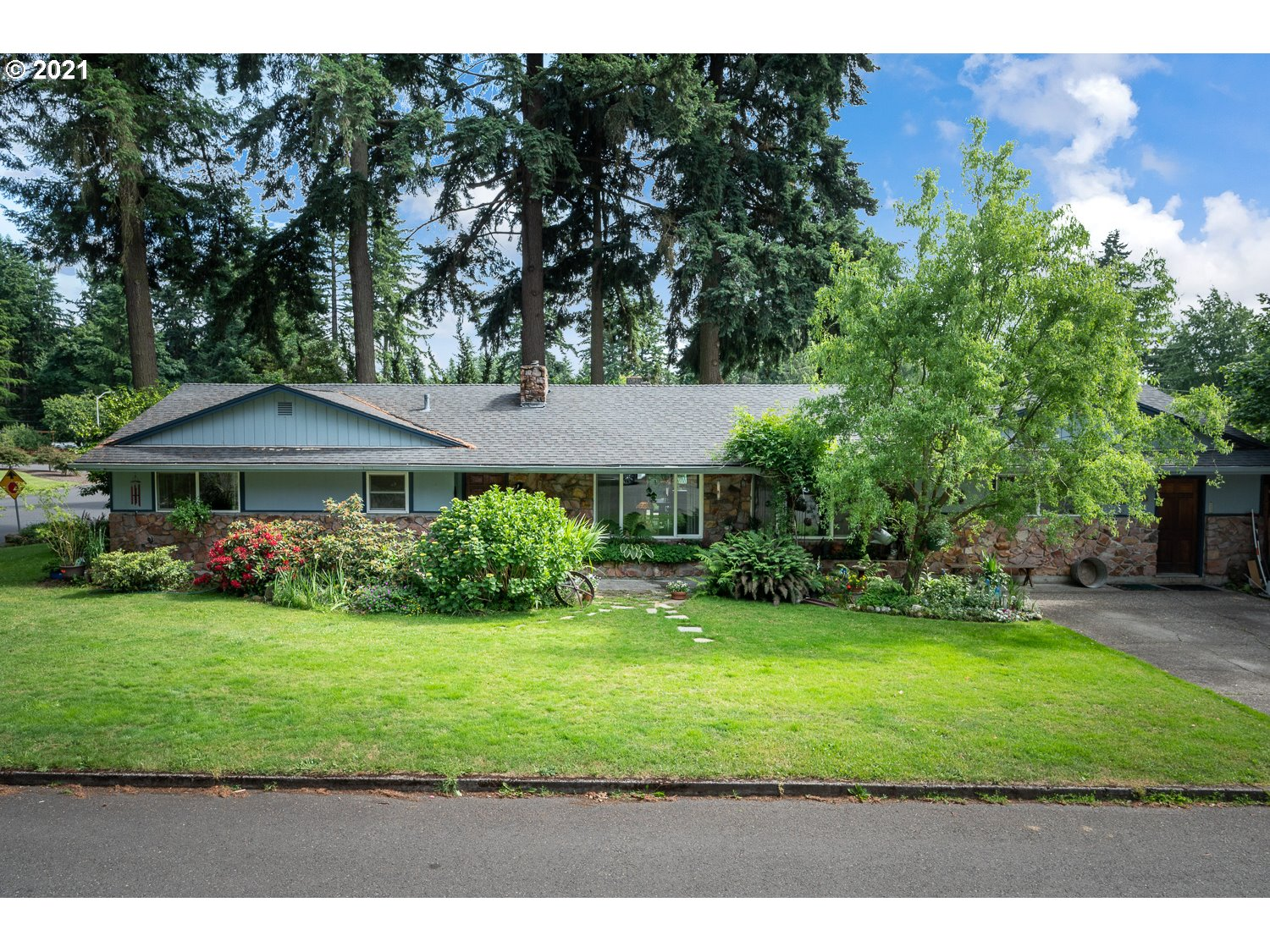 9711 SE BUTTE AVE  (1 of 24)