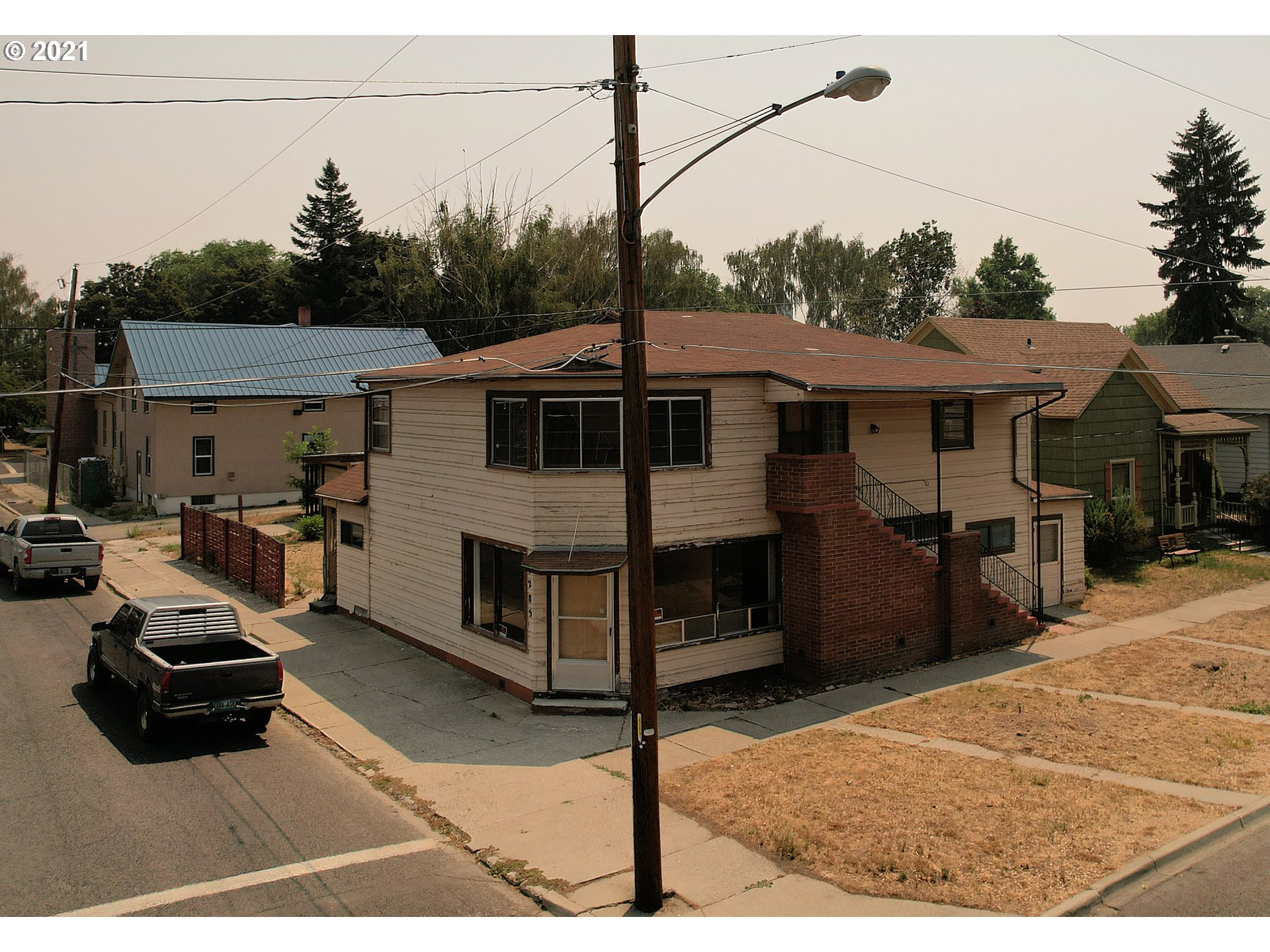 2285 COURT ST  (1 of 32)
