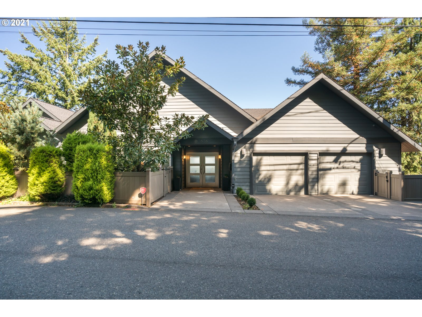 636 NW MACLEAY BLVD  (1 of 32)