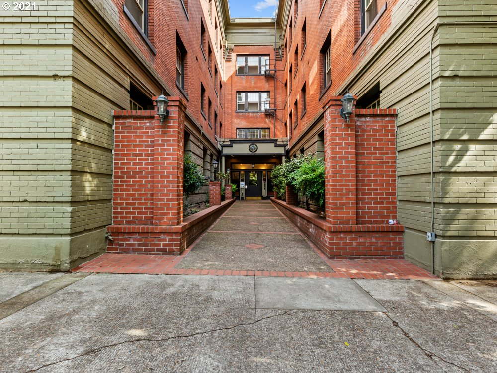 2109 NW IRVING ST 209, Portland OR 97210