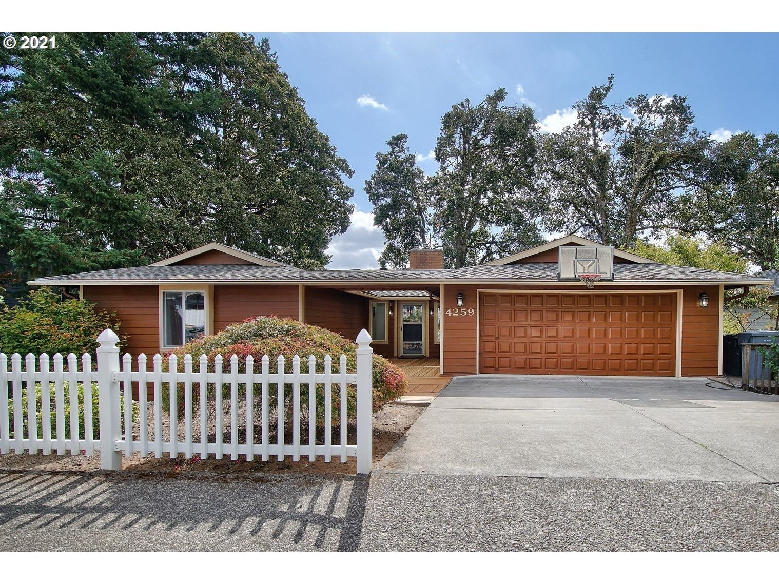 4259 RIVERVIEW DR  (1 of 32)