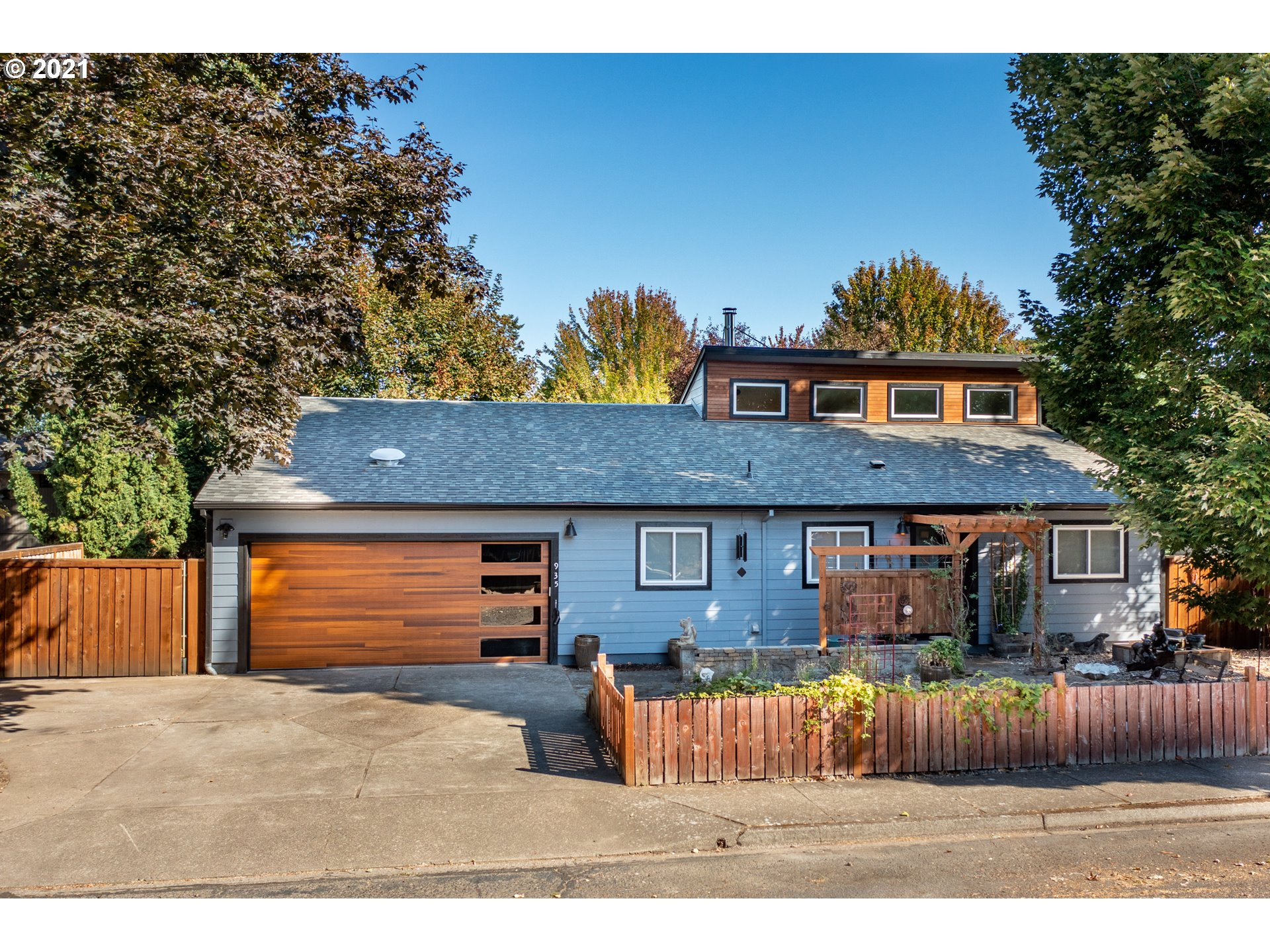 935 NW ASH ST  (1 of 32)